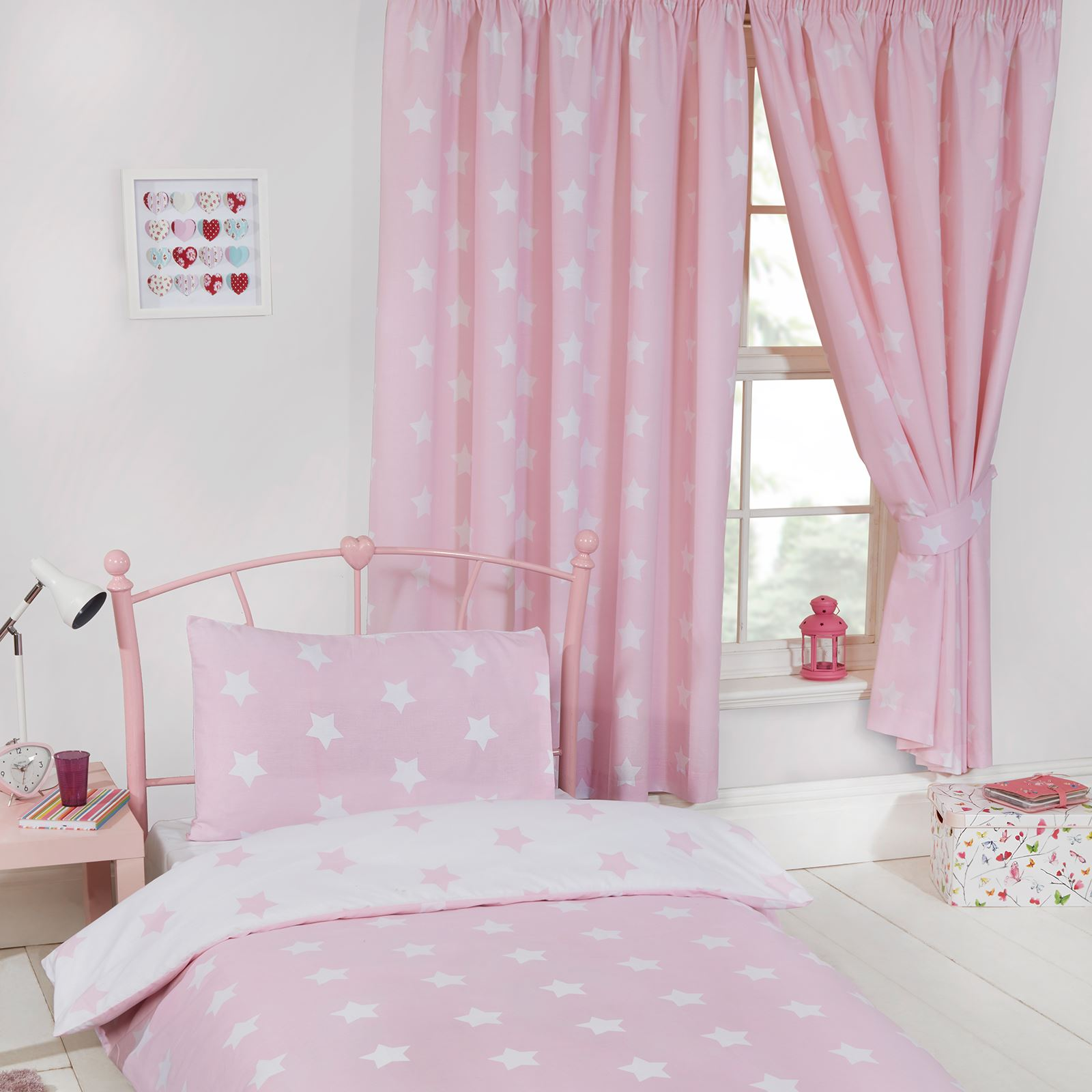 PINK & WHITE STARS BEDROOM