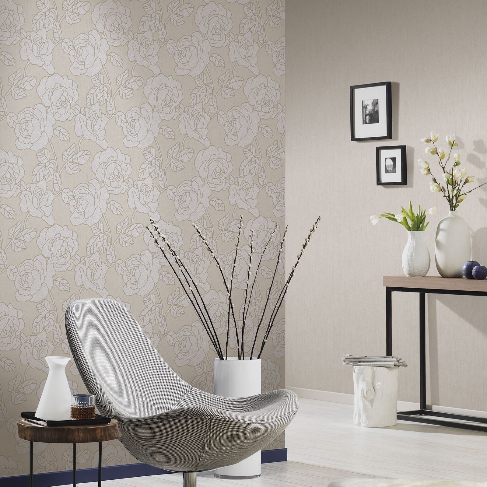 P S OPAL FLORAL WALLPAPER WITH GLITTER HIGHLIGHTS BLACK GREY CREAM FEATURE WALL