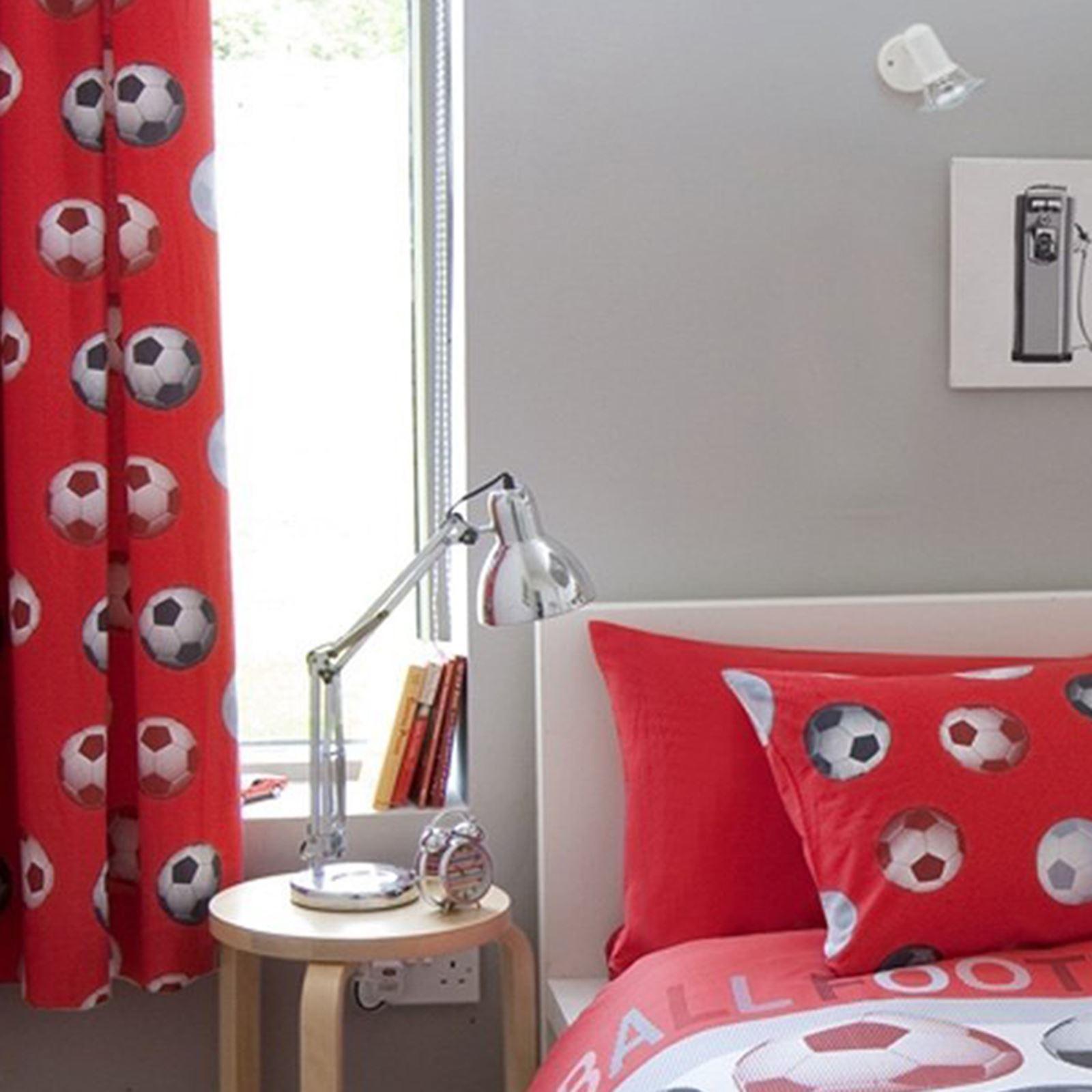 catherine lansfield liniert fu ball vorh nge rot. Black Bedroom Furniture Sets. Home Design Ideas