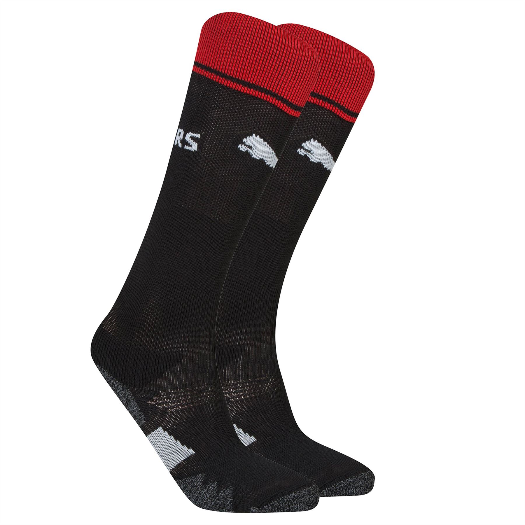 Many kids' socks are sport-specific, including kids' football socks, baseball socks and basketball socks. Classic crew socks, no-shoe socks and low-cut socks are great for everyday wear. Some socks come with a left and right anatomical fit, which feels more natural on feet for long wear.