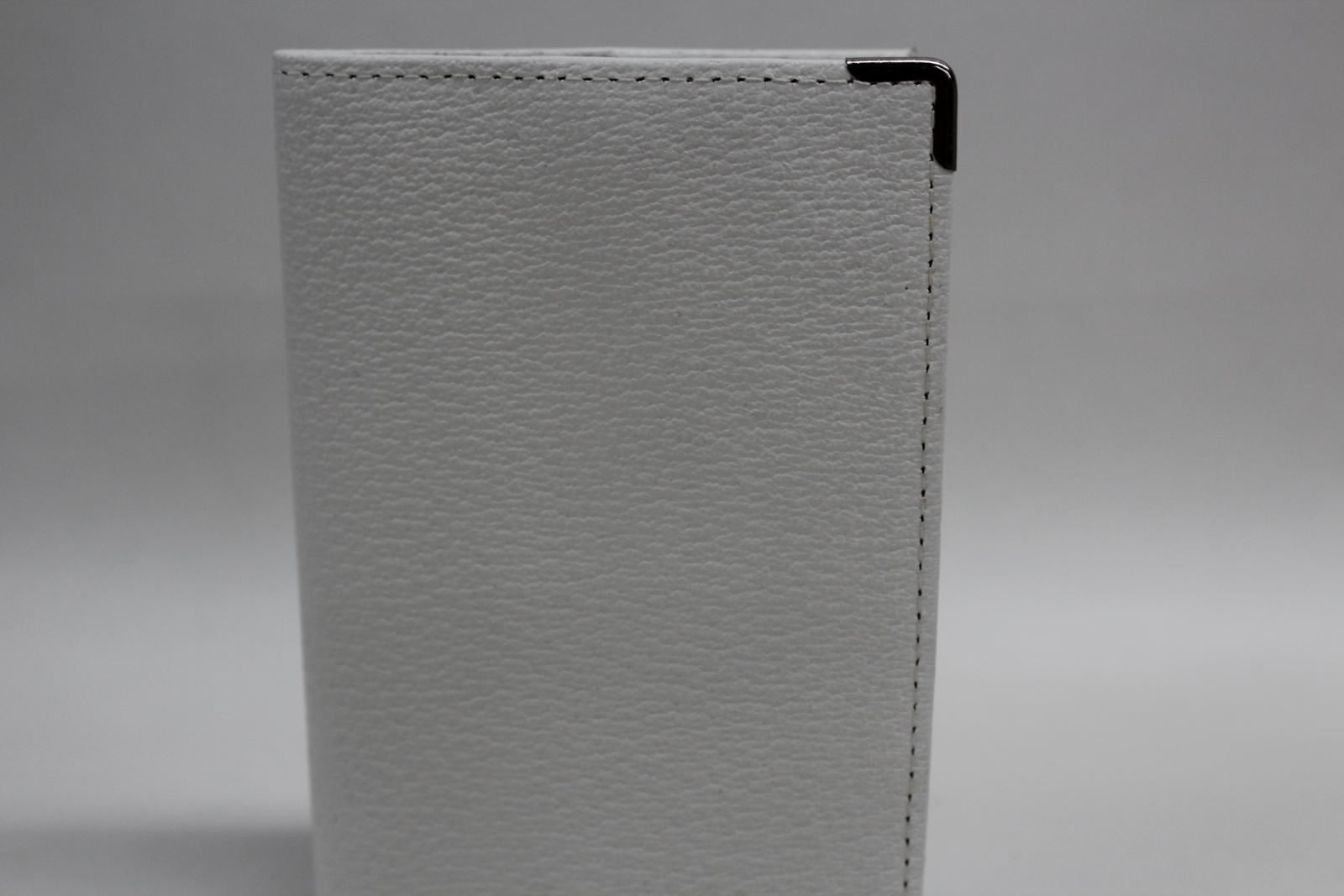 KIKI-JAMES-LONDON-White-Slim-Leather-Passport-Holder-Navy-Blue-Interior-NEW