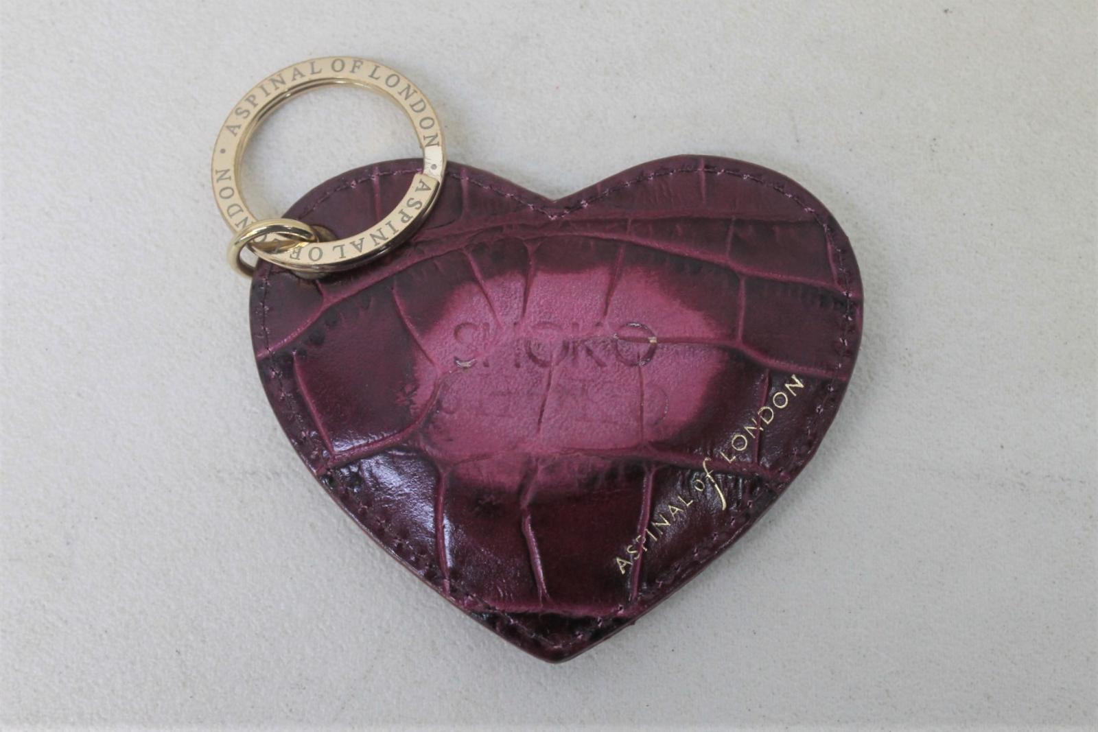 Aspinal London Berry Donna Of Coccodrillo Stampa Cuore Portachiavi Ciondolo W Iniziali Nuovo Una Grande Varietà Di Modelli