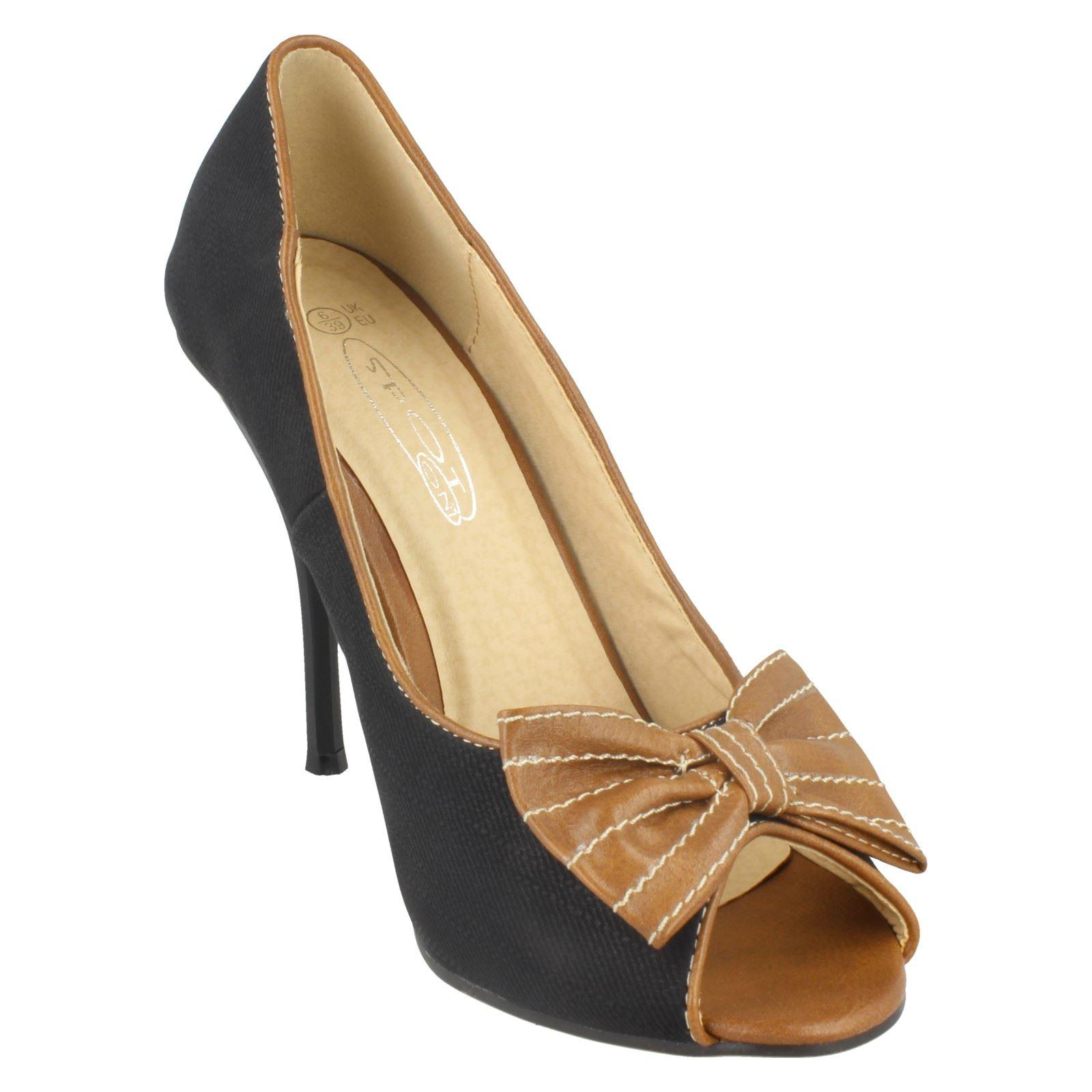 Zapatos señoras de punto en tribunal * *