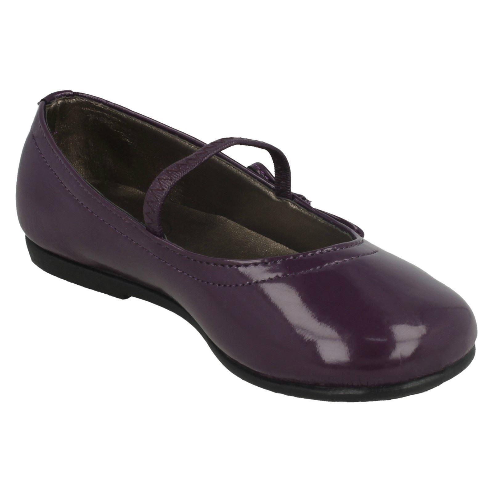 Zapatos de chicas punto en plano con adorno de arco