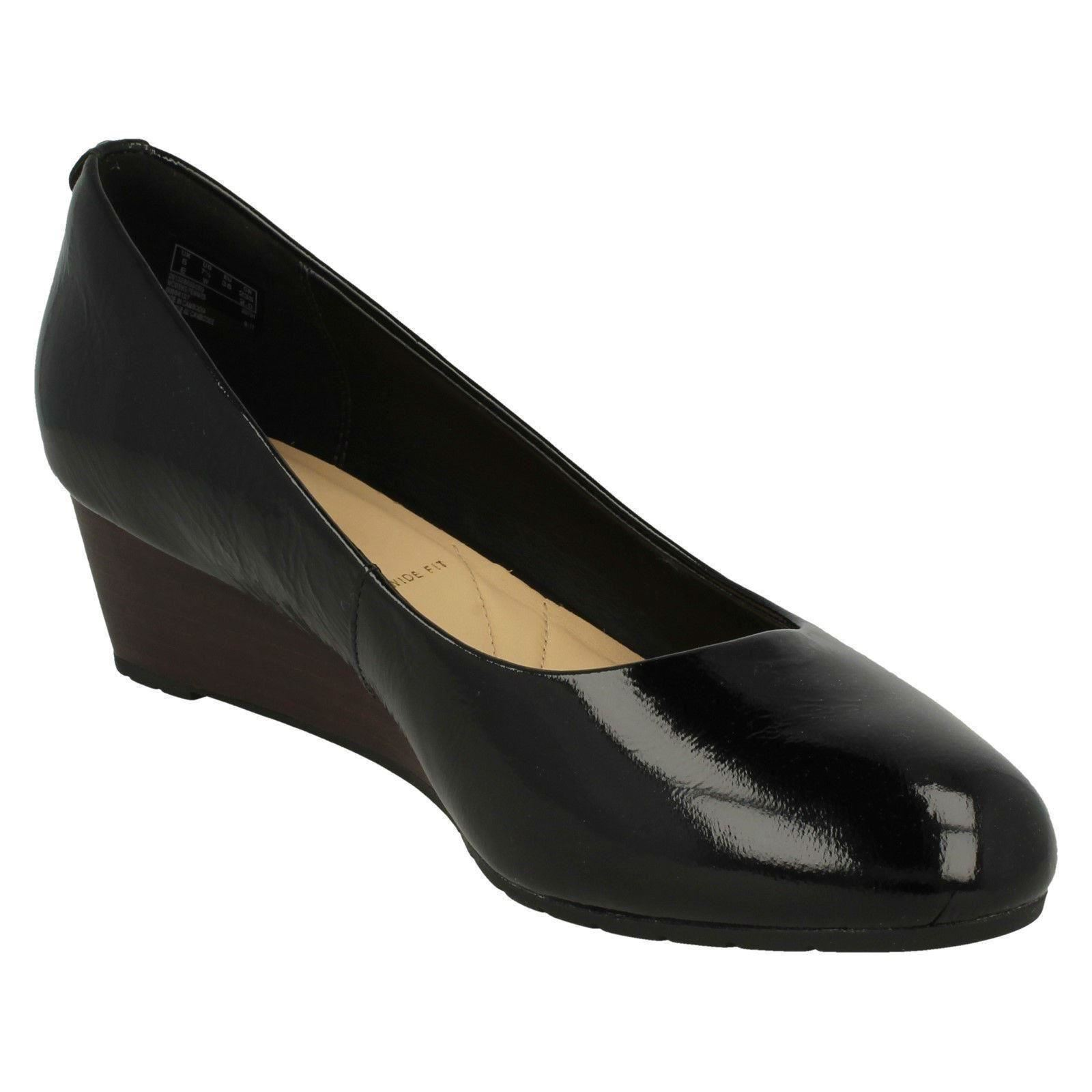 Descuento barato Ladies Clarks Low Wedge Smart Court Shoes Vendra Bloom