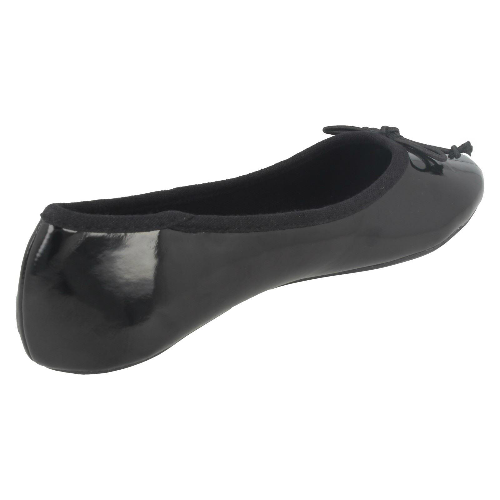Spot on Niñas plana zapatos de ballet con detalle de arco
