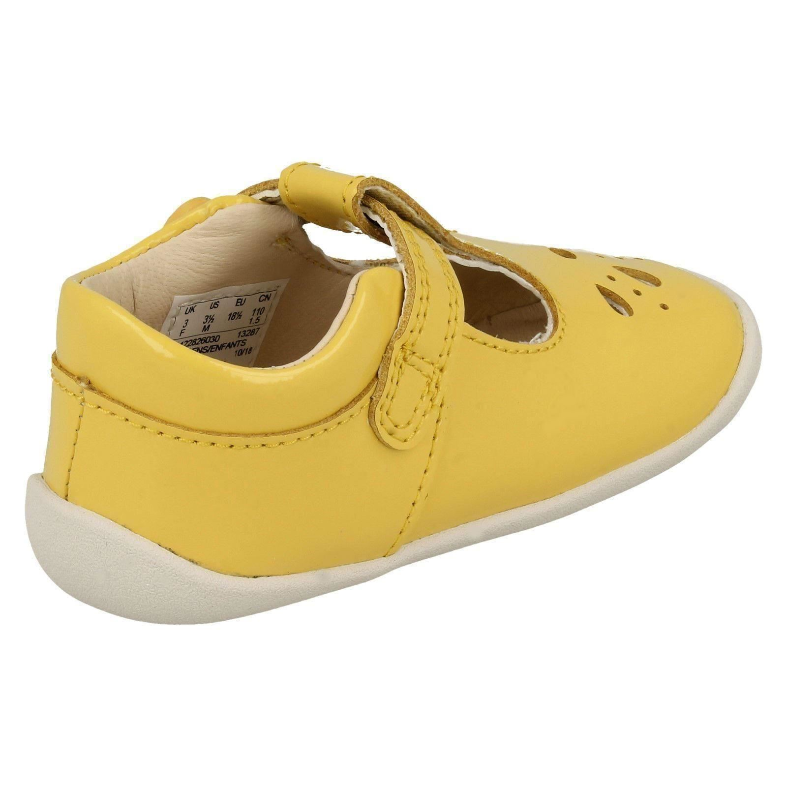 Girls Clarks Roamer Star Cut Out Detailed Shoes