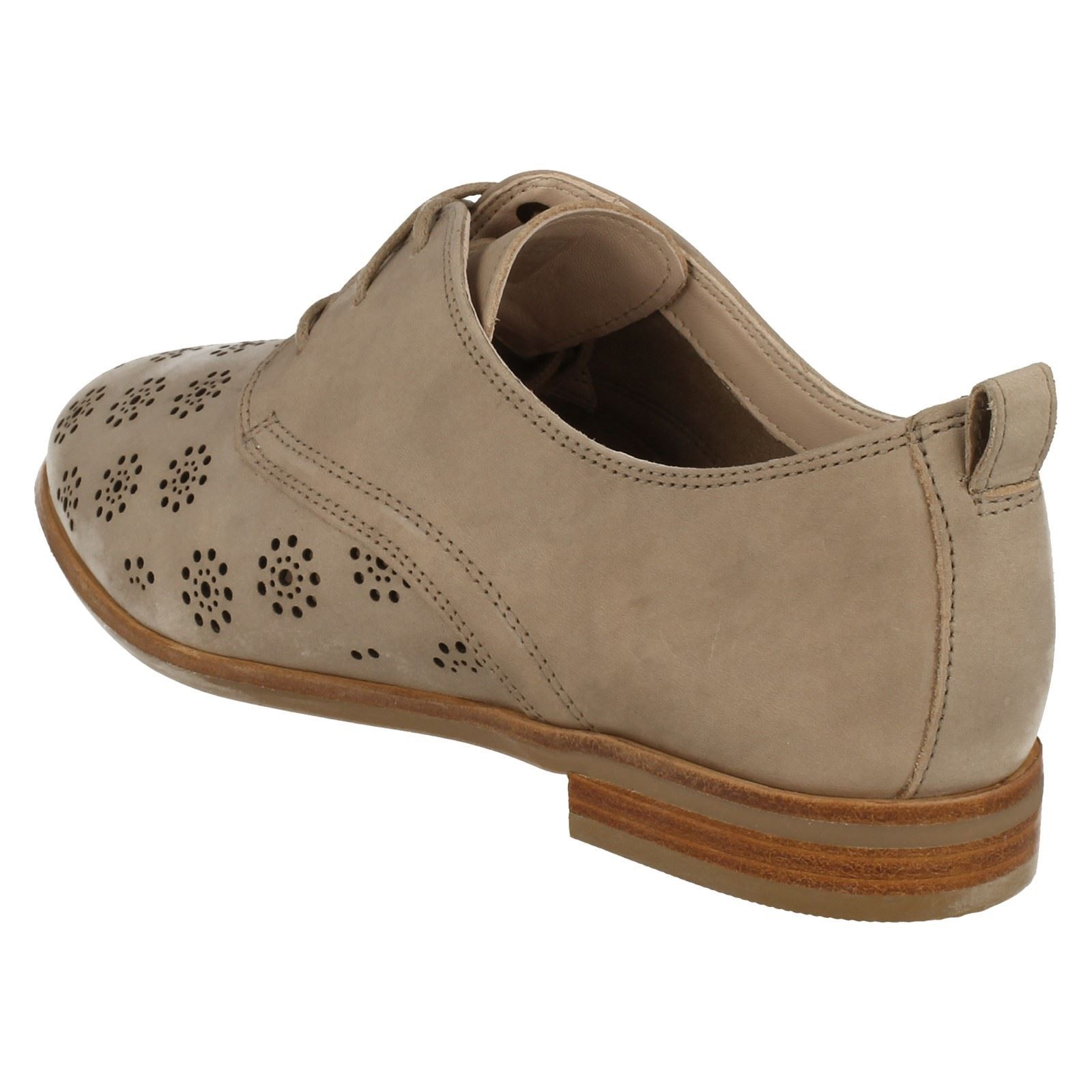 Ladies Clarks Cut Out Detail Heeled Lace Lace Lace Up Leather Casual shoes Alania Posey 4ba314