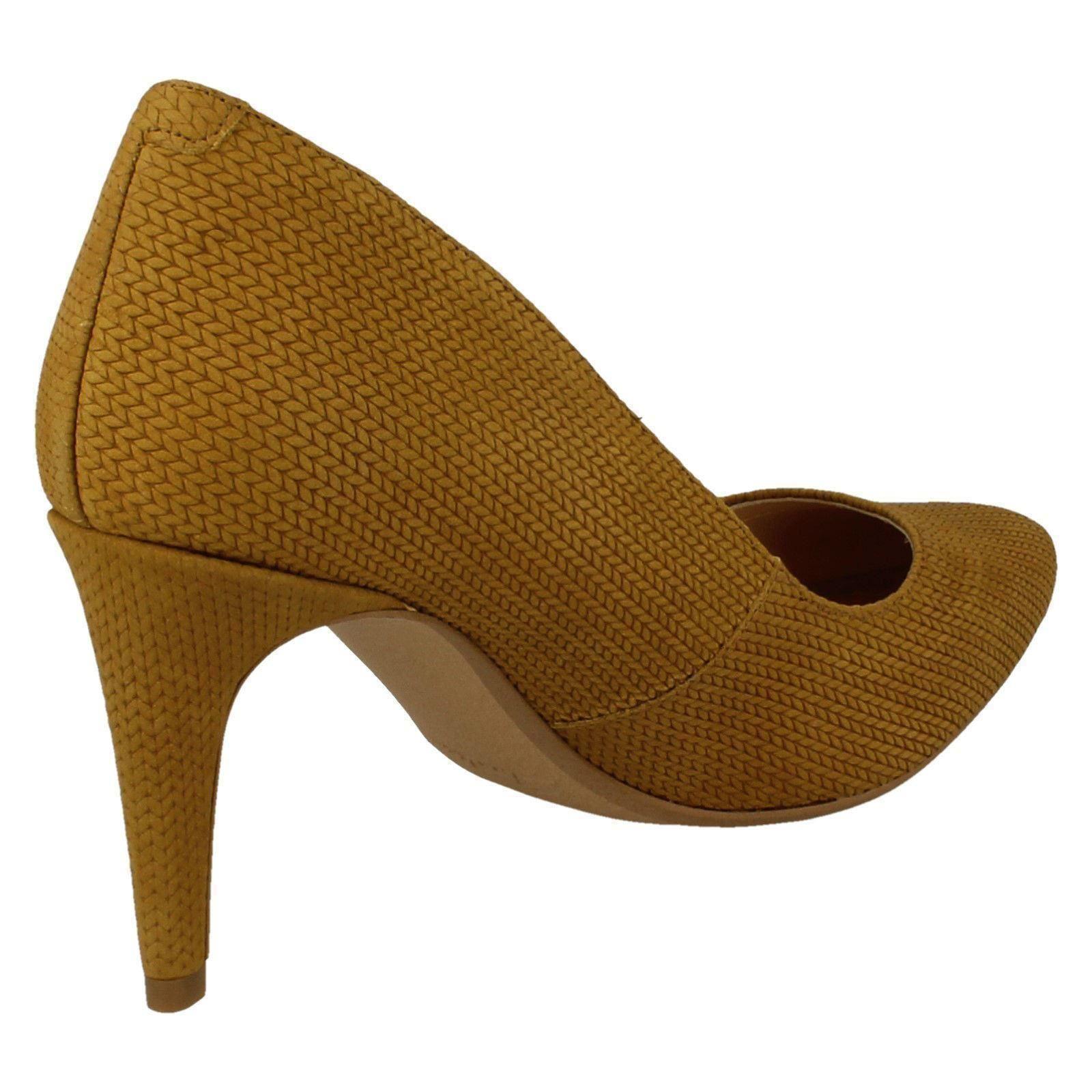 287bcff6257 ... Señoras Elegantes Tacón Alto Tribunal Zapatos Zapatos Tribunal Clarks   Laina Rae  348192 ...