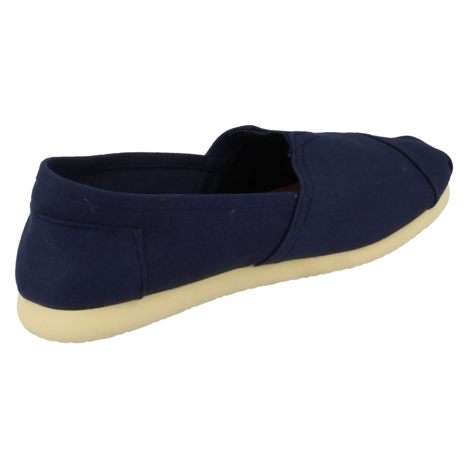 Mujeres Spot on Flat Escudete Slip On F8780