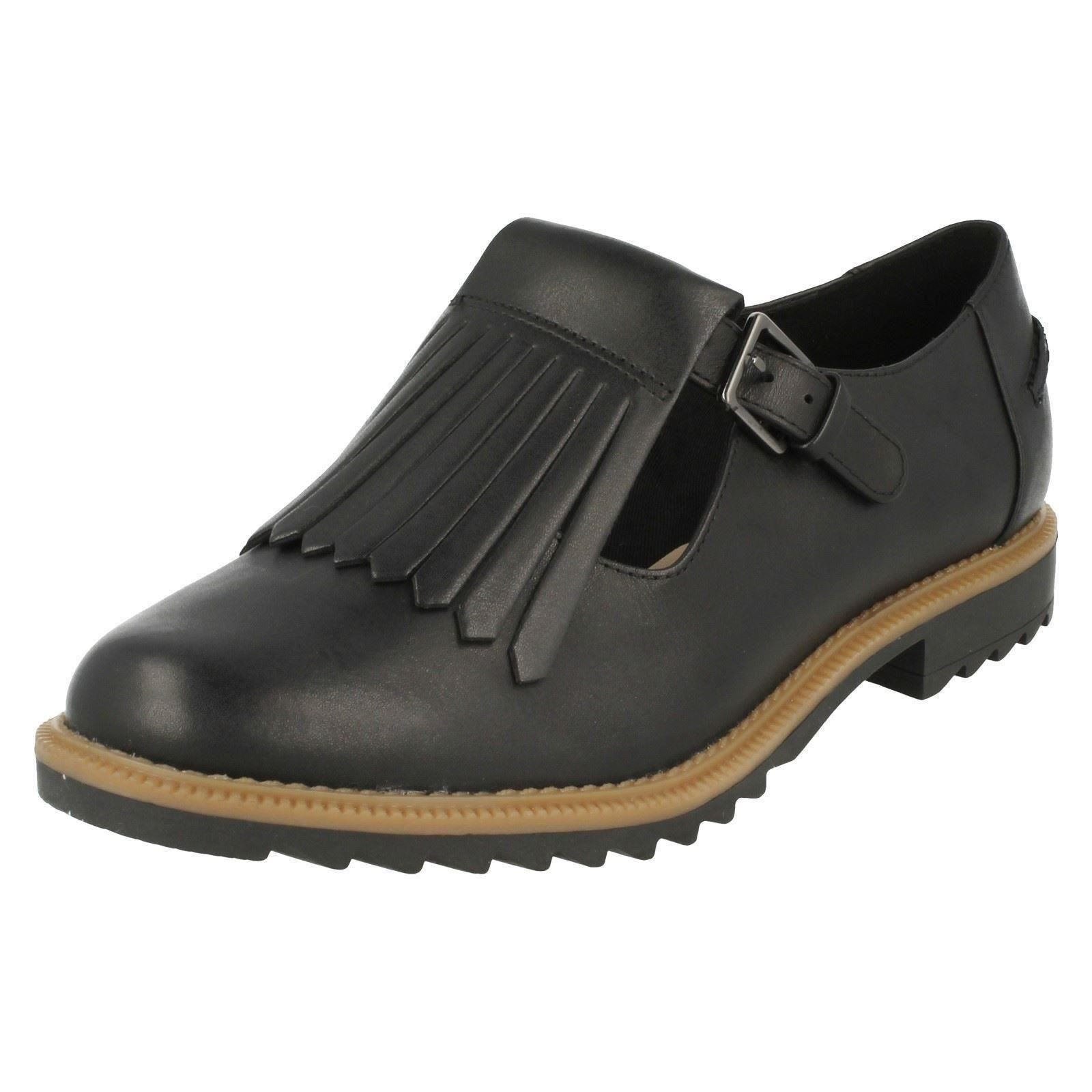 Ladies-Clarks-T-Bar-Buckle-Fastening-Fringe-Low-Heel-Leather-Flats-Griffin-Mia