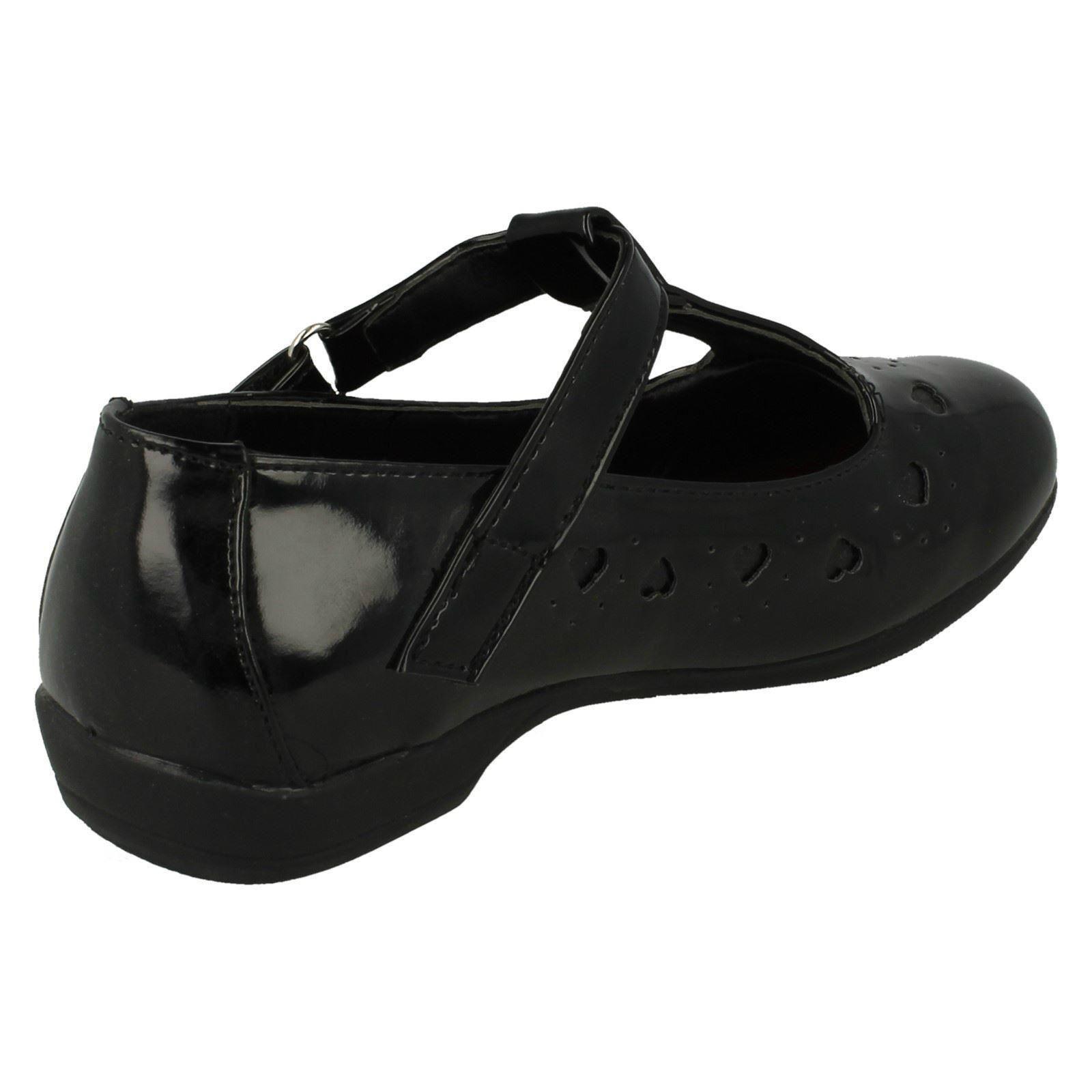 Niñas Punto en detalle de corazón T-Bar Escuela Zapatos H2336
