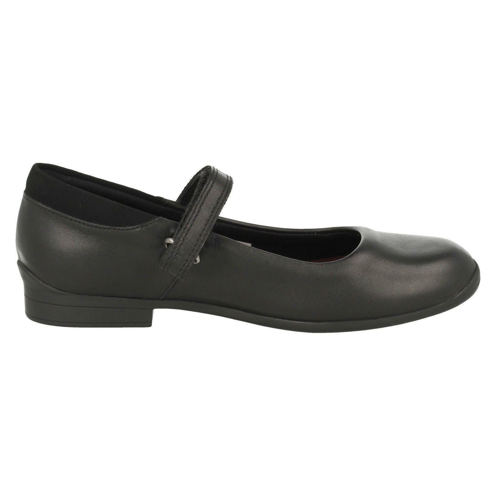 Girls Clarks Rounded Toe Hook /& Loop Leather School Shoes Jamie Star