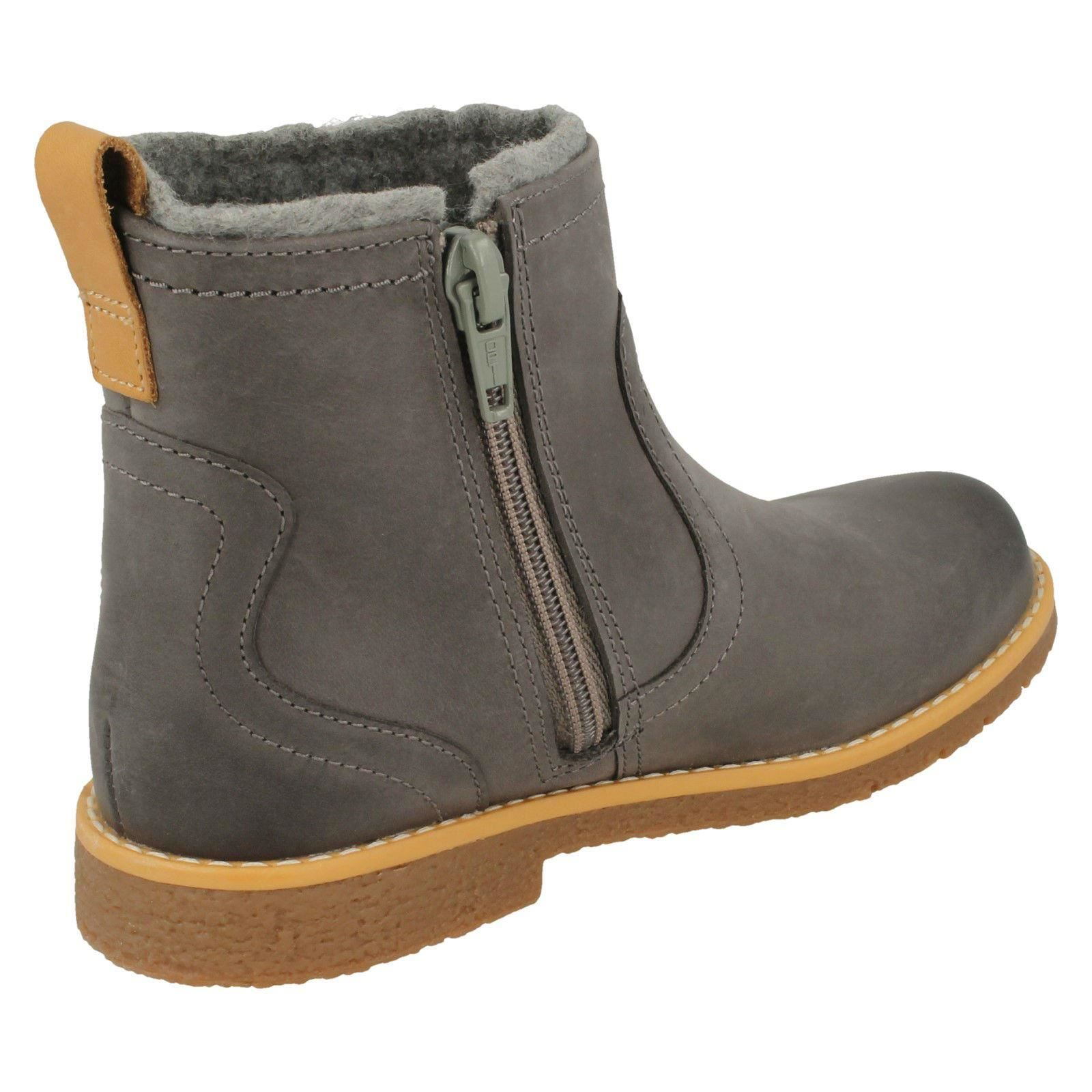 BNIB Clarks Girls Comet Frost Grey Leather Air Spring Boots