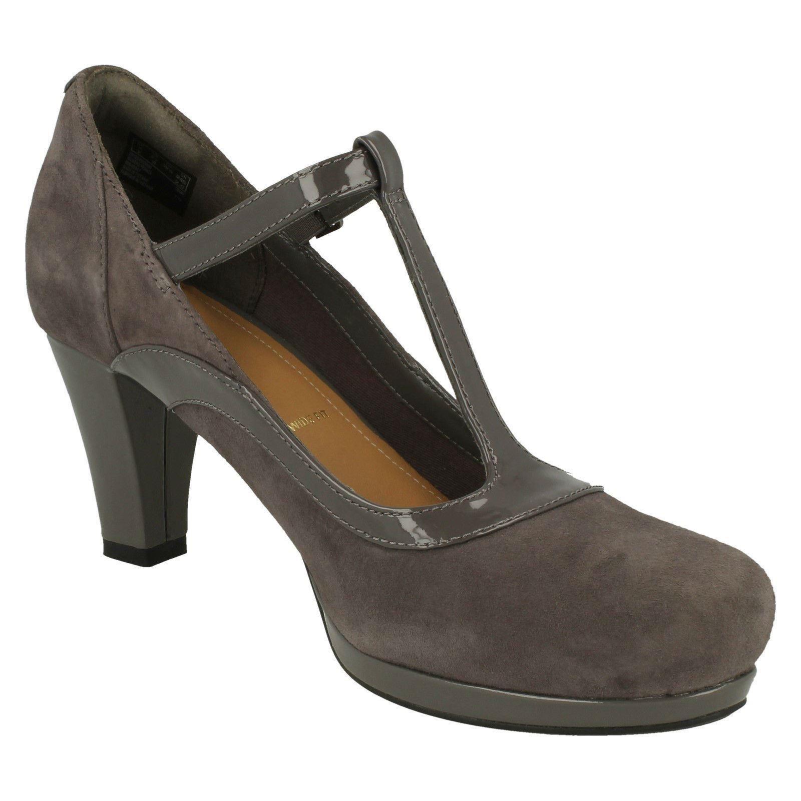 Clarks Girls Chorus Pitch T-Clip Court Shoes