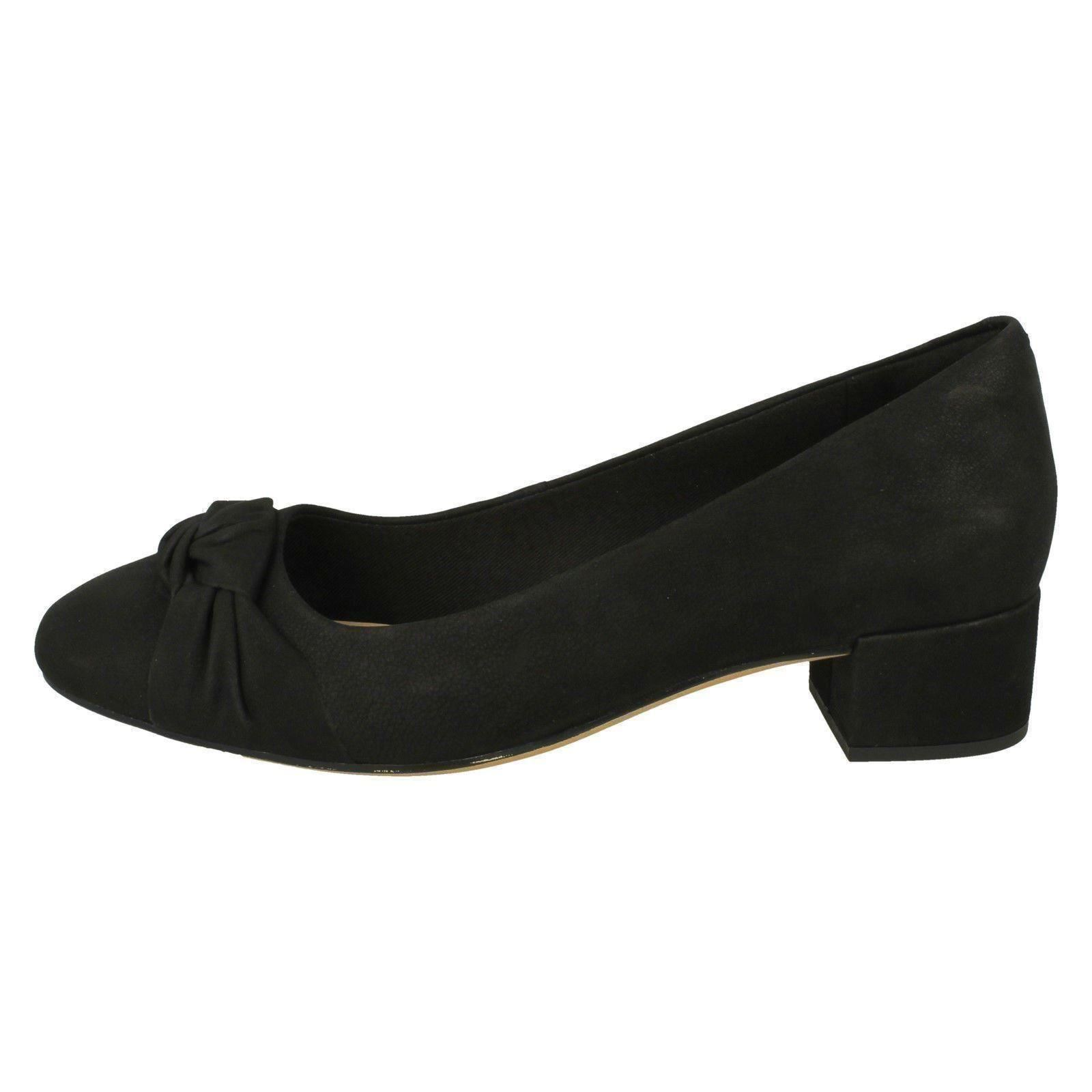 Damenschuhe Clarks Heel Bow Detailed Block Heel Clarks Schuhes 'Orabella Lily' be195e