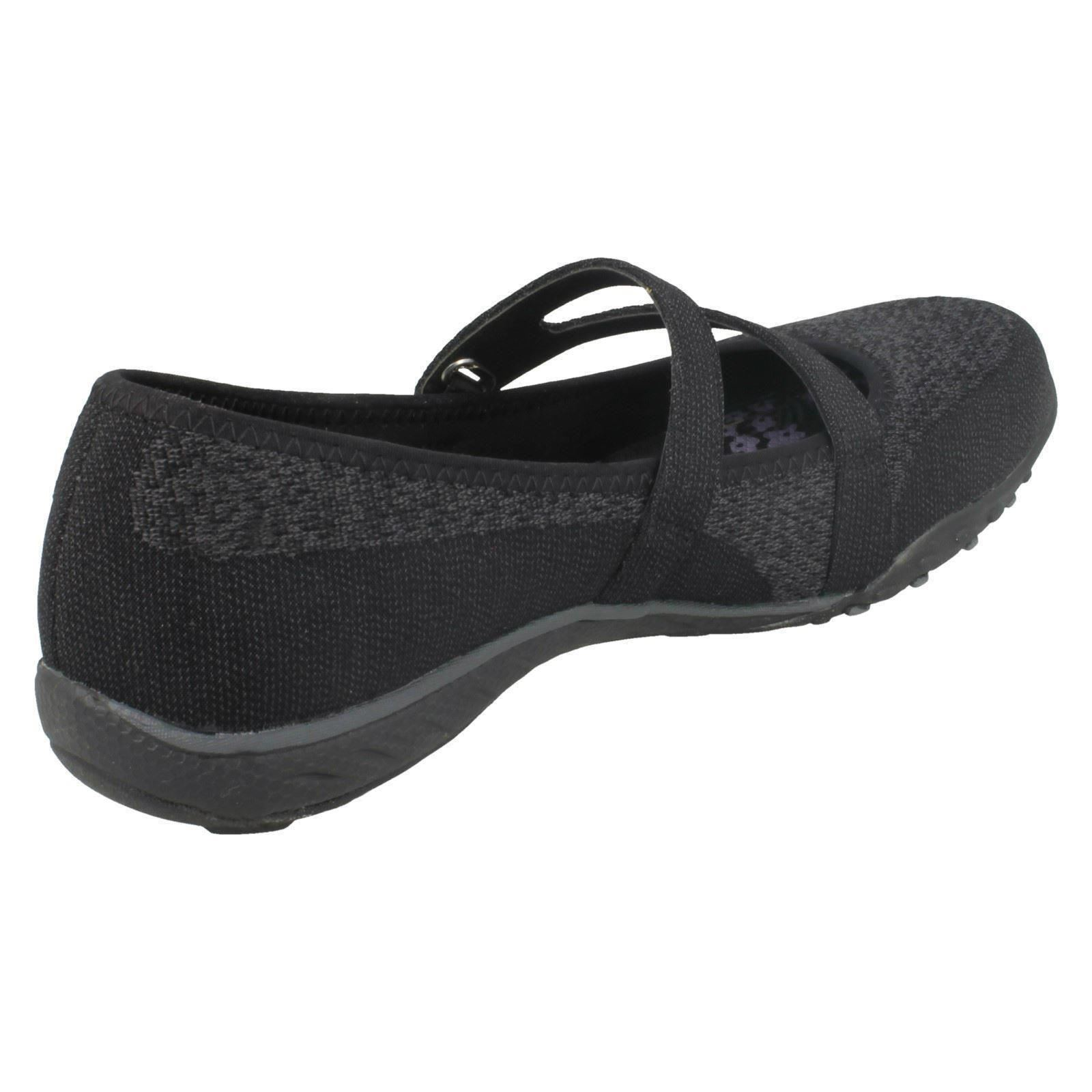 Femmes Skechers Textile Cross Strap Slip Slip Strap on Casual Flats -