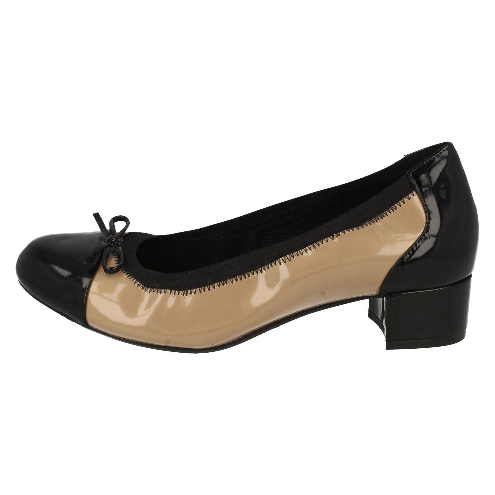para Poema mujer de beige tacón Natural Clarks Balcón moda de Zapatos bajo paWqRY