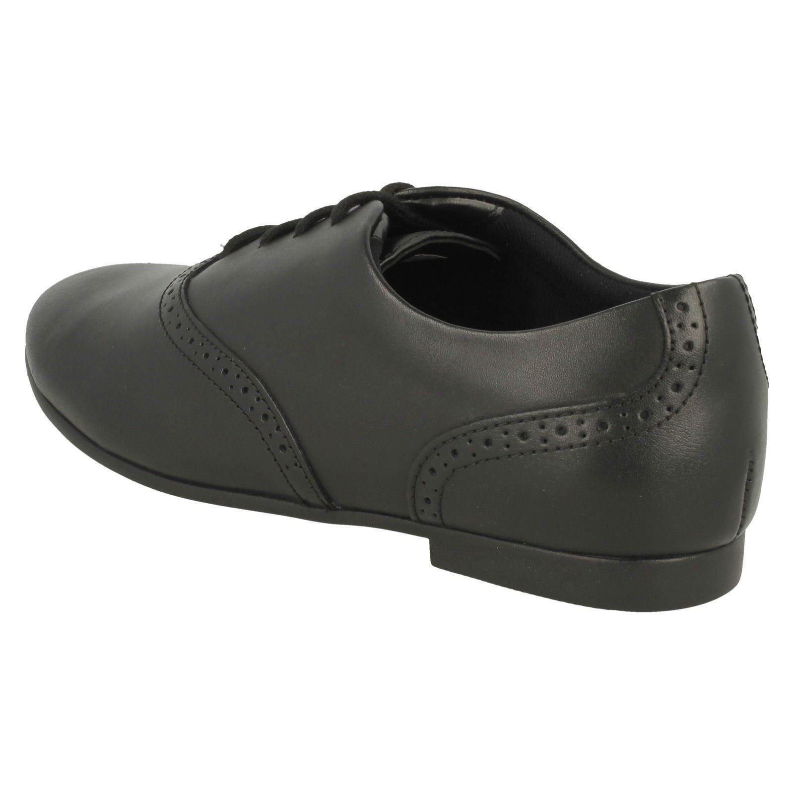 punta redondeada para de Walk' escolares Zapatos 'jules con con niñas Clarks piel Negro cordones qf80Zgw