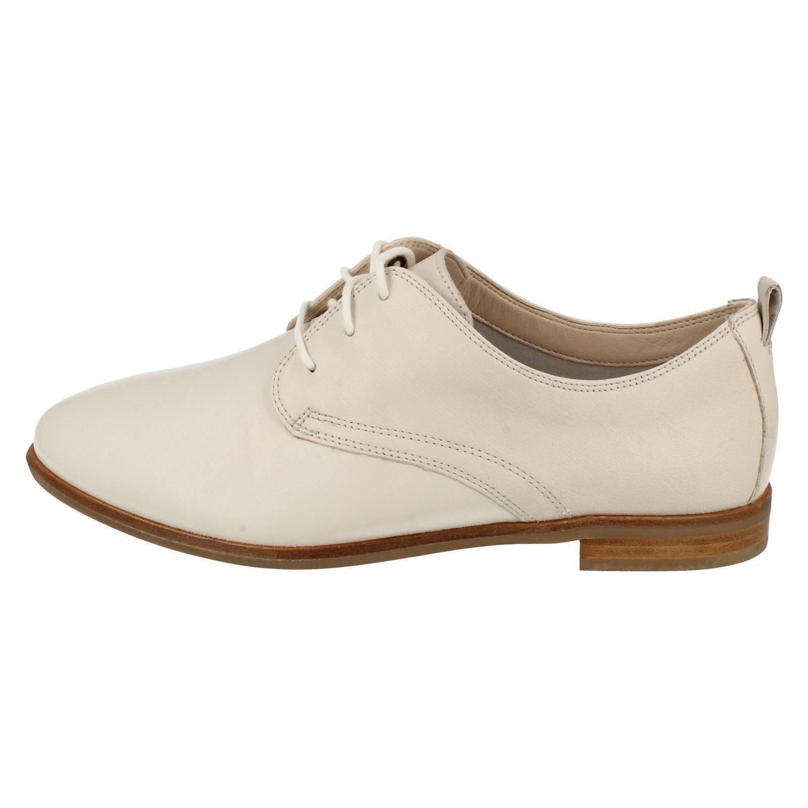 Clarks Ladies Lace Up Flat Shoes Medora Bella