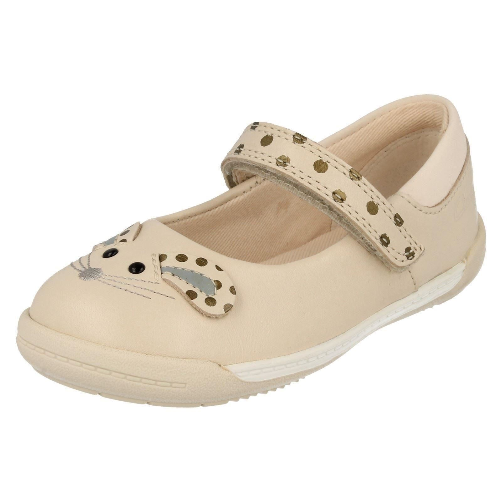 /'Infant Girls Clarks/' Rounded toe First Shoes Iva Pip