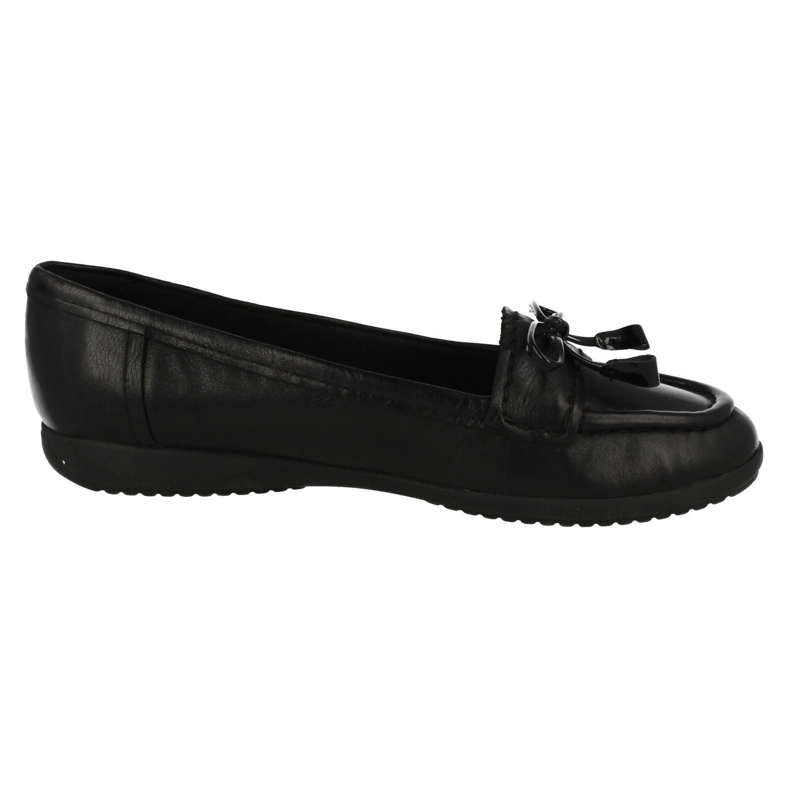 'Ladies Clarks' Moccasin Style Flat Shoes - Feya Bloom