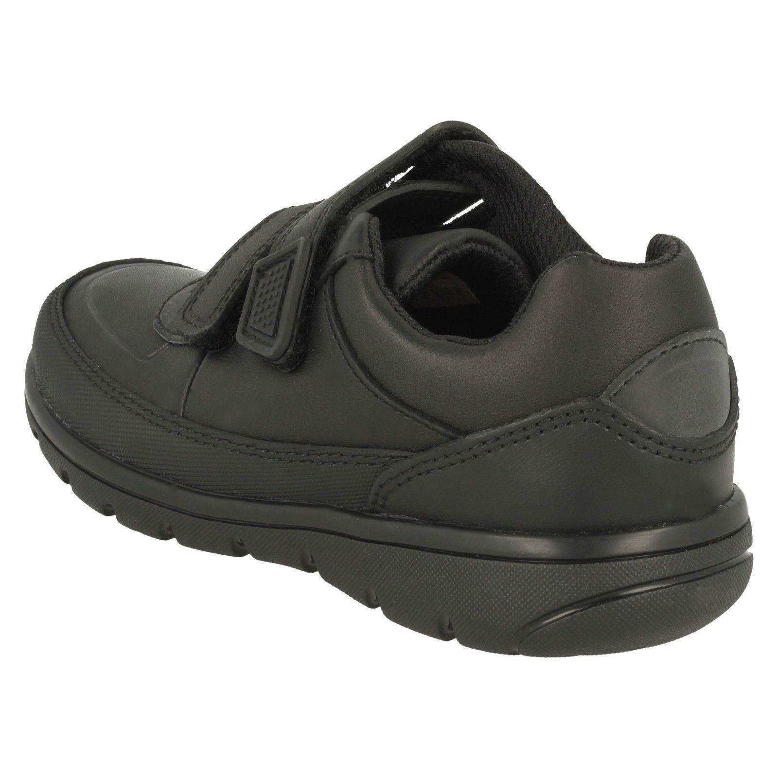 para cuero escolares Walk' gancho niños Zapatos negro de y Clarks punta redondeada con 'venture wzBcEq