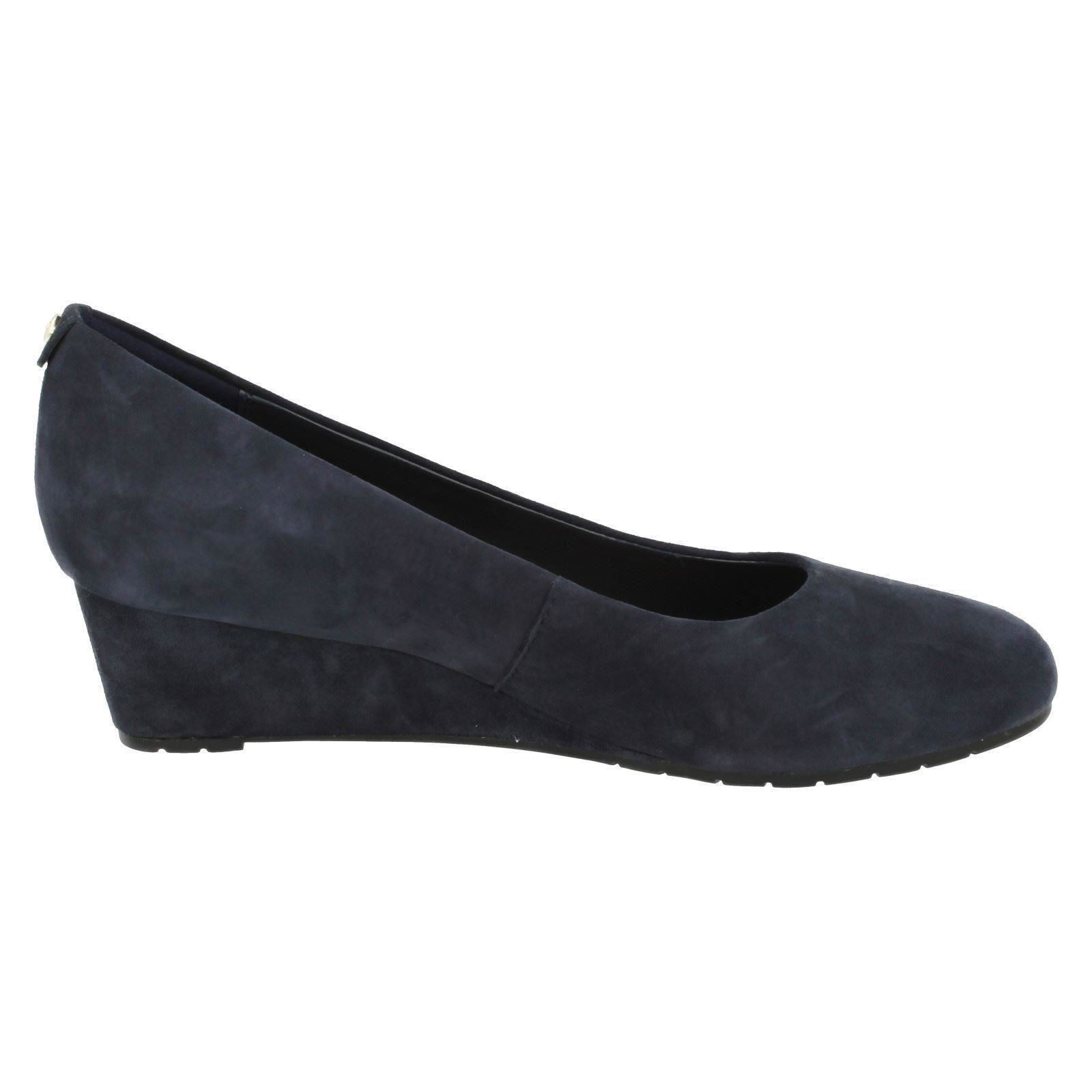 Ladies-Clarks-Low-Wedge-Court-Shoes-039-Vendra-Bloom-039
