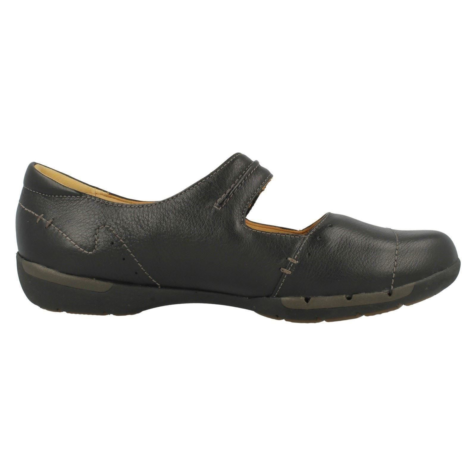 Ladies-Clarks-Unstructured-Flat-Shoes-Un-Helma
