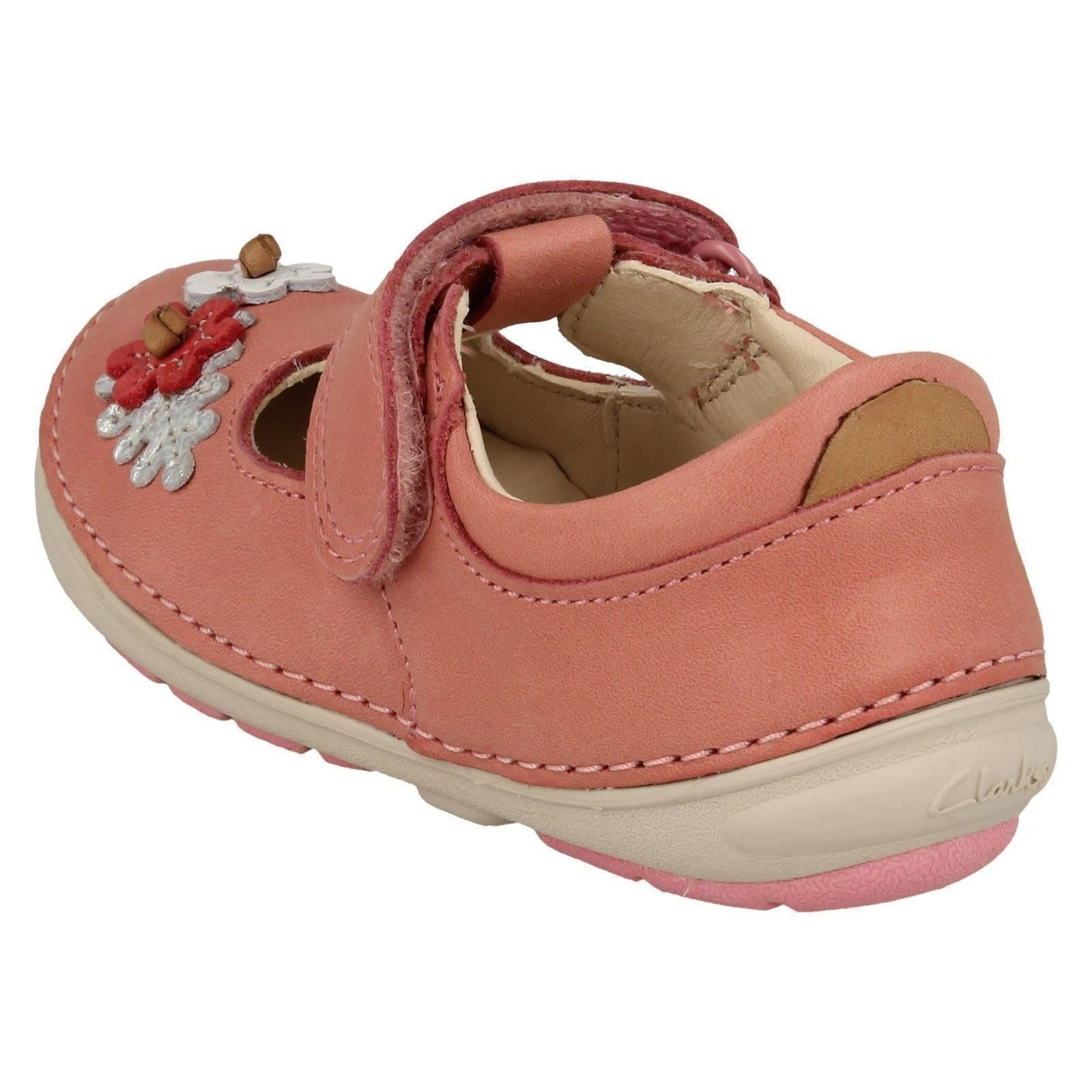 Hook Clarks Infant First Walking rosa cuero Girls de Baby zapatos flor Loop suavemente Pink xITqTRw