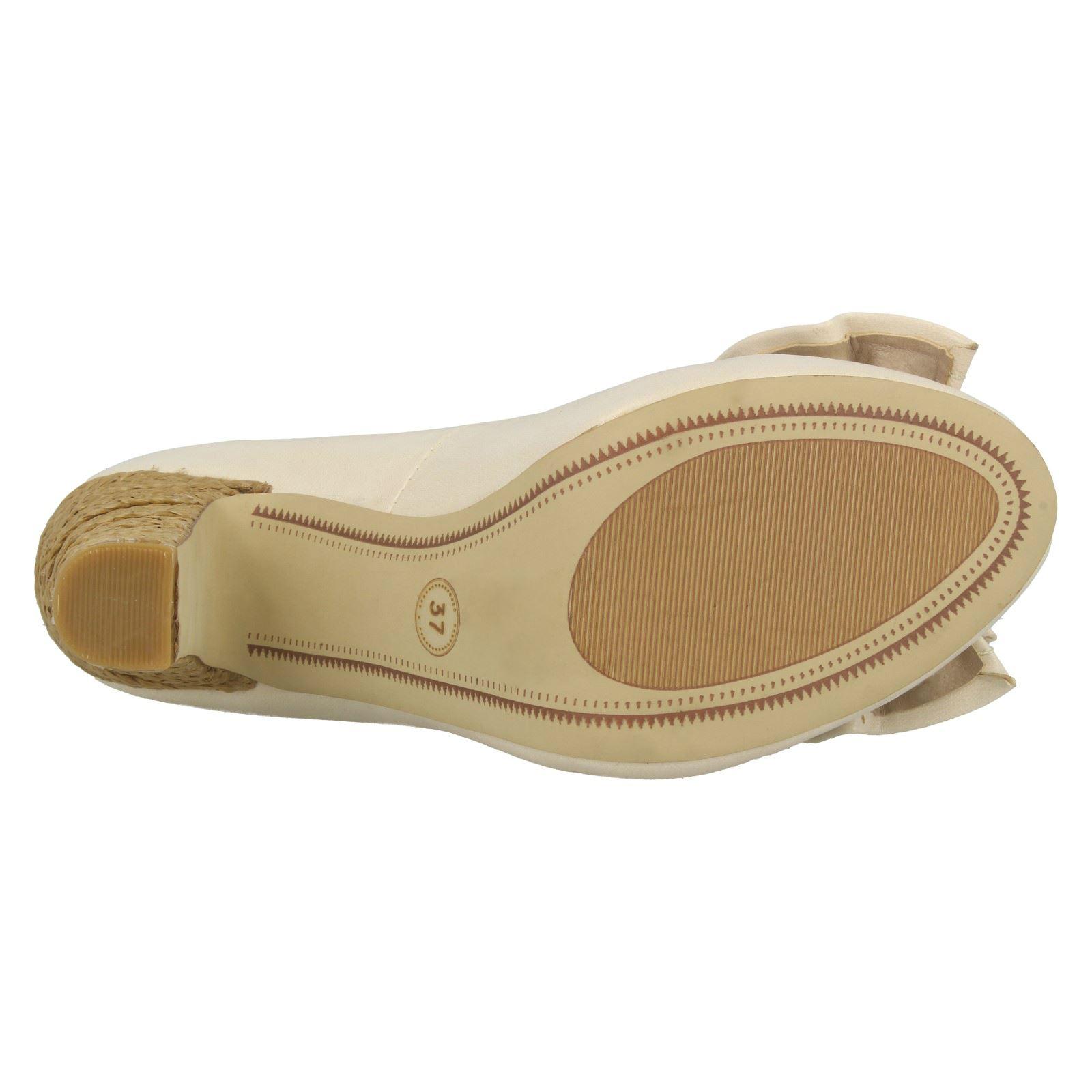 Señoras Barricci Tribunal Zapatos con diseño de arco F9532