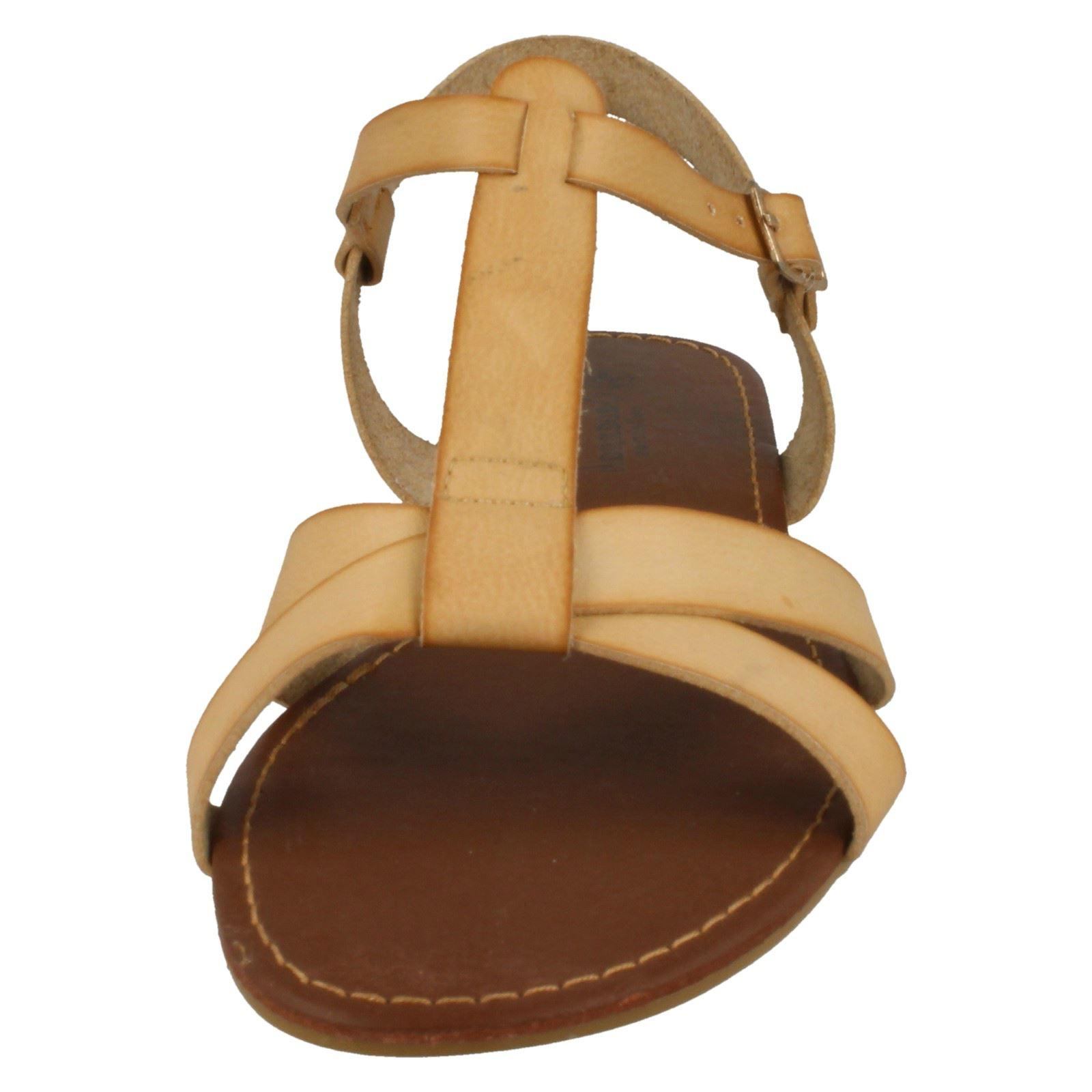 Ladies Savannah X Stap T Bar *Sandal*