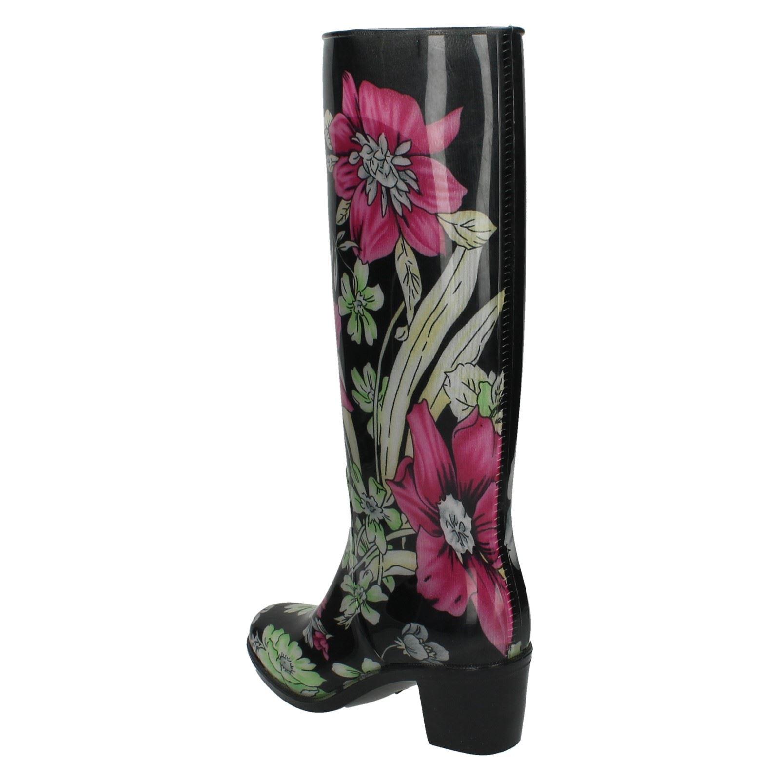 5ecbbe132e6 Las señoras Spot On  Wellington botas con diseño Floral  de tacón