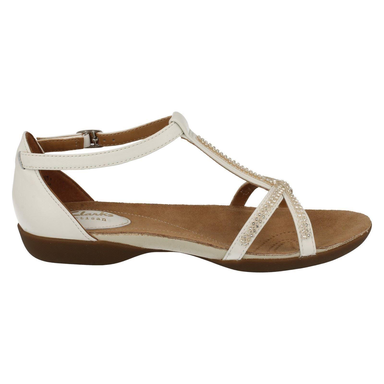 efff97da8be09 Ladies Clarks T-Bar Flat Summer Sandals  Raffi Star