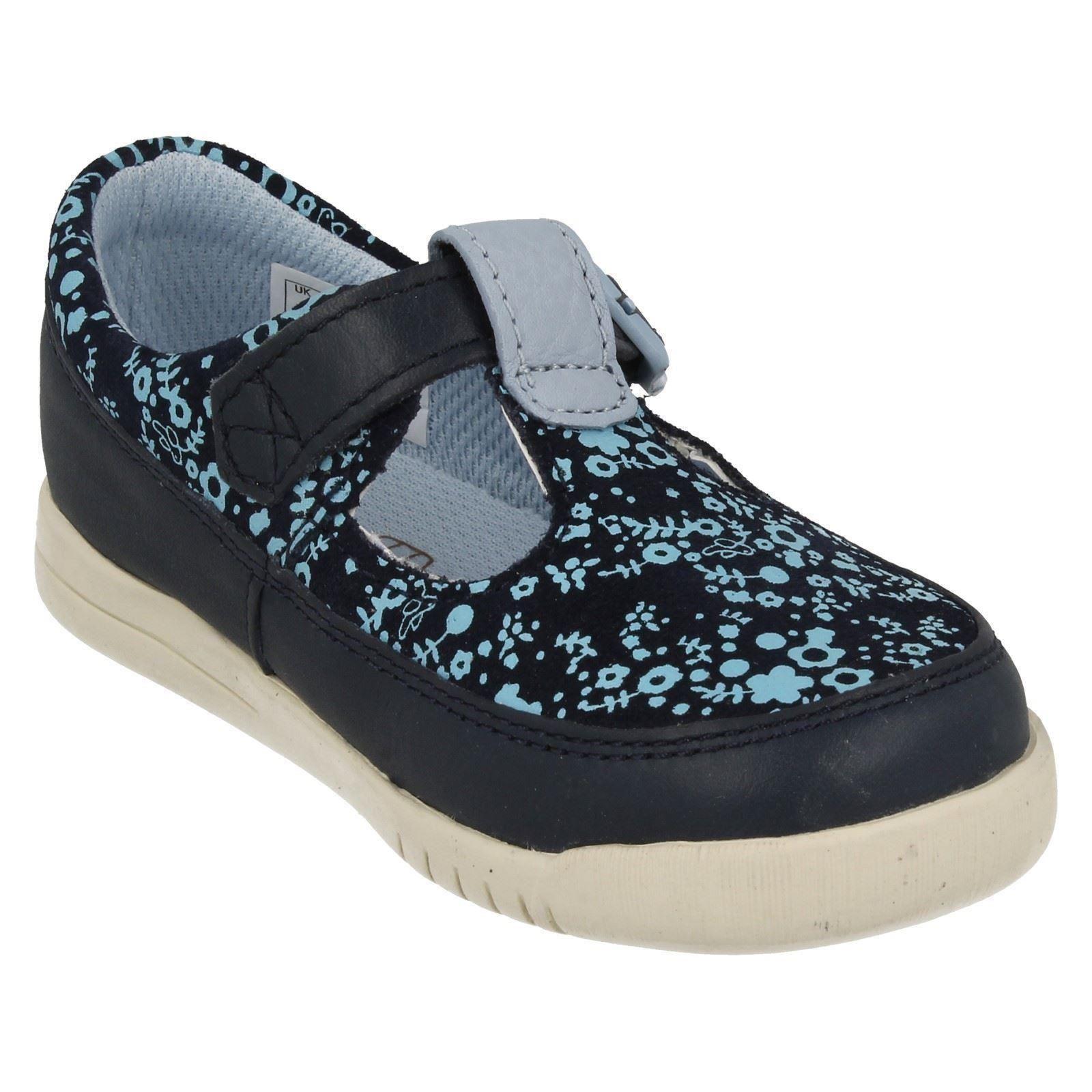 Infantil Chicas Clarks Primero Zapatos T-Bar loco cuento