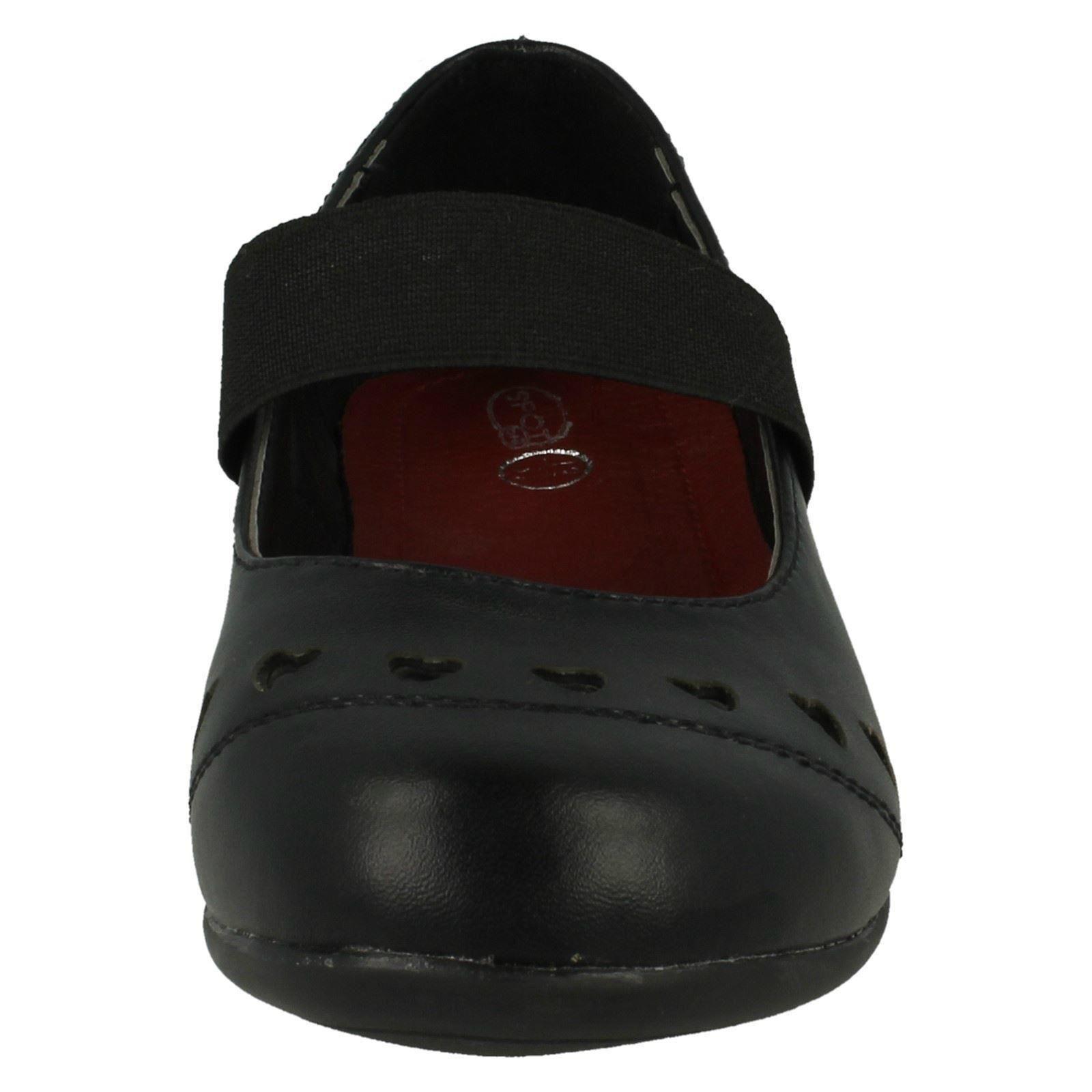 Chicas cortar detalle de corazón de punto en Elástico Escuela Zapatos De Correa