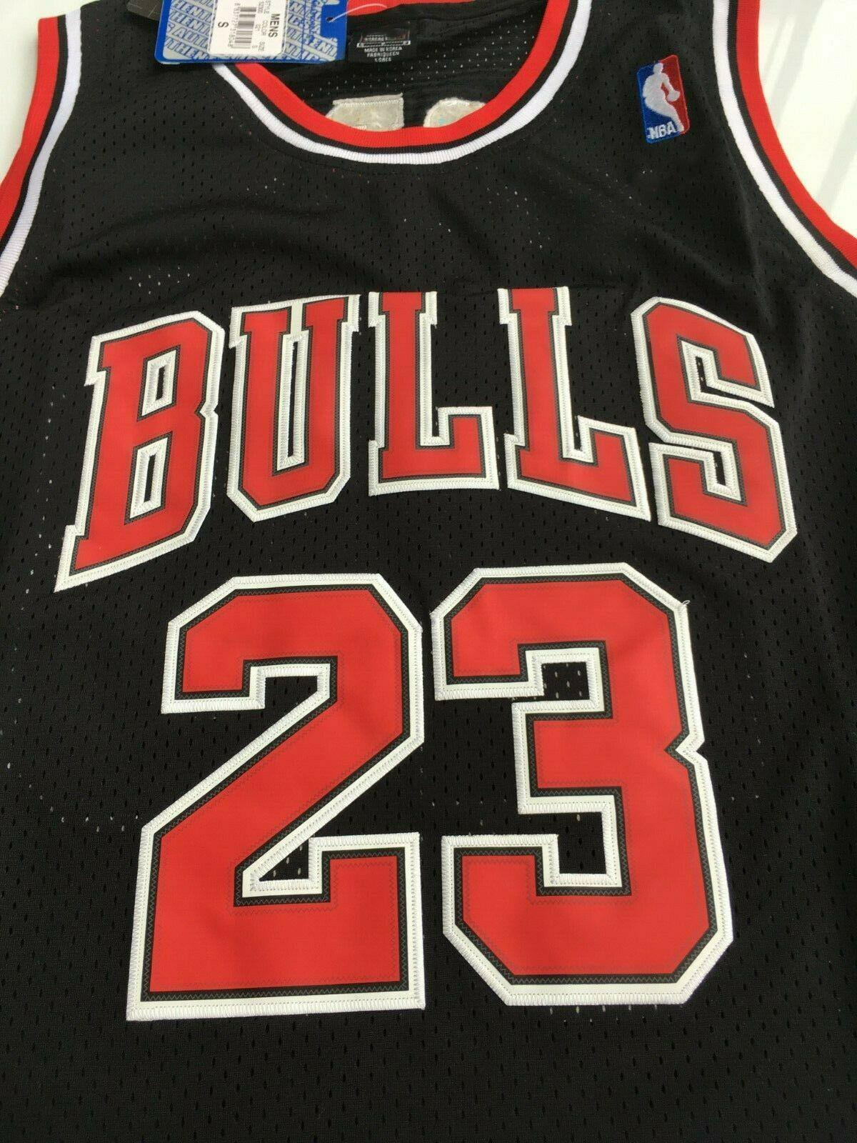 MICHAEL-JORDAN-CHICAGO-BULLS-23-BLACK-NBA-Basketball-SWINGMAN-JERSEY-Shirt miniature 13