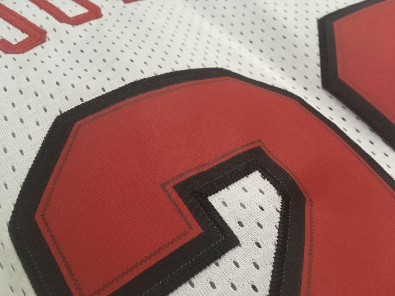 NBA-Jersey-Shirt-Chicago-Bulls-Michael-Jordan-No23-Black-White-Red miniatura 9