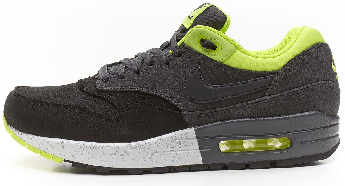 difference between air max 1 essential and premium