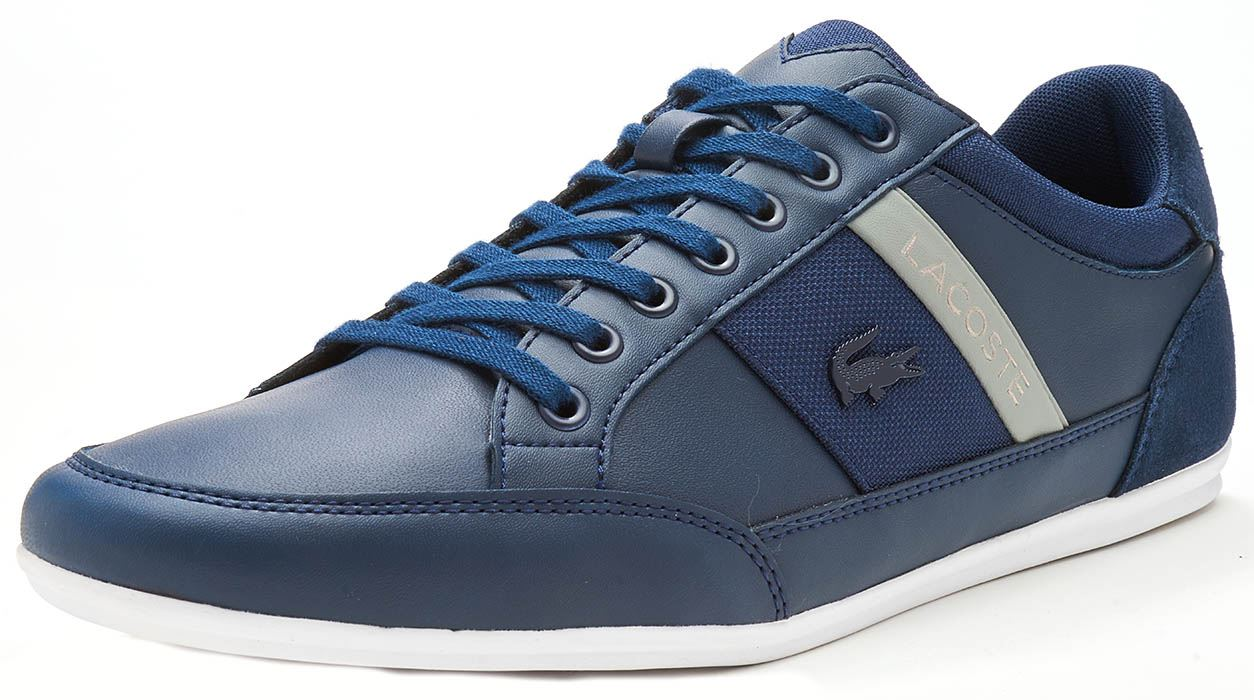 c4f515abfa Lacoste Chaymon 118 1 CAM formateurs en bleu marine & brun foncé & lumière  & blanc. Description Le Chaymon est une chaussure d'inspiration sport, ...