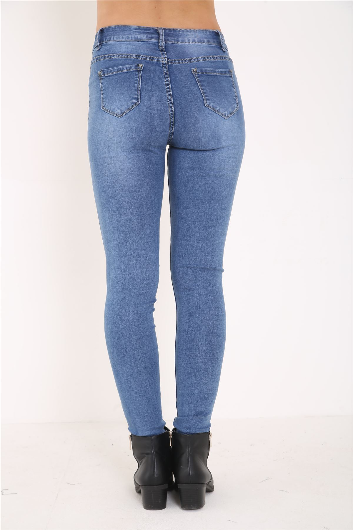 Find your favorite Women's Skinny Jeans with a variety of washes and details at American Eagle Outfitters. American Eagle Skinny Jeans for women come in everything from Rigid jeans (comfortable, but no stretch) to our Denim X4. We're serious about comfort because it matters—and we know our jeans are the best in the industry.