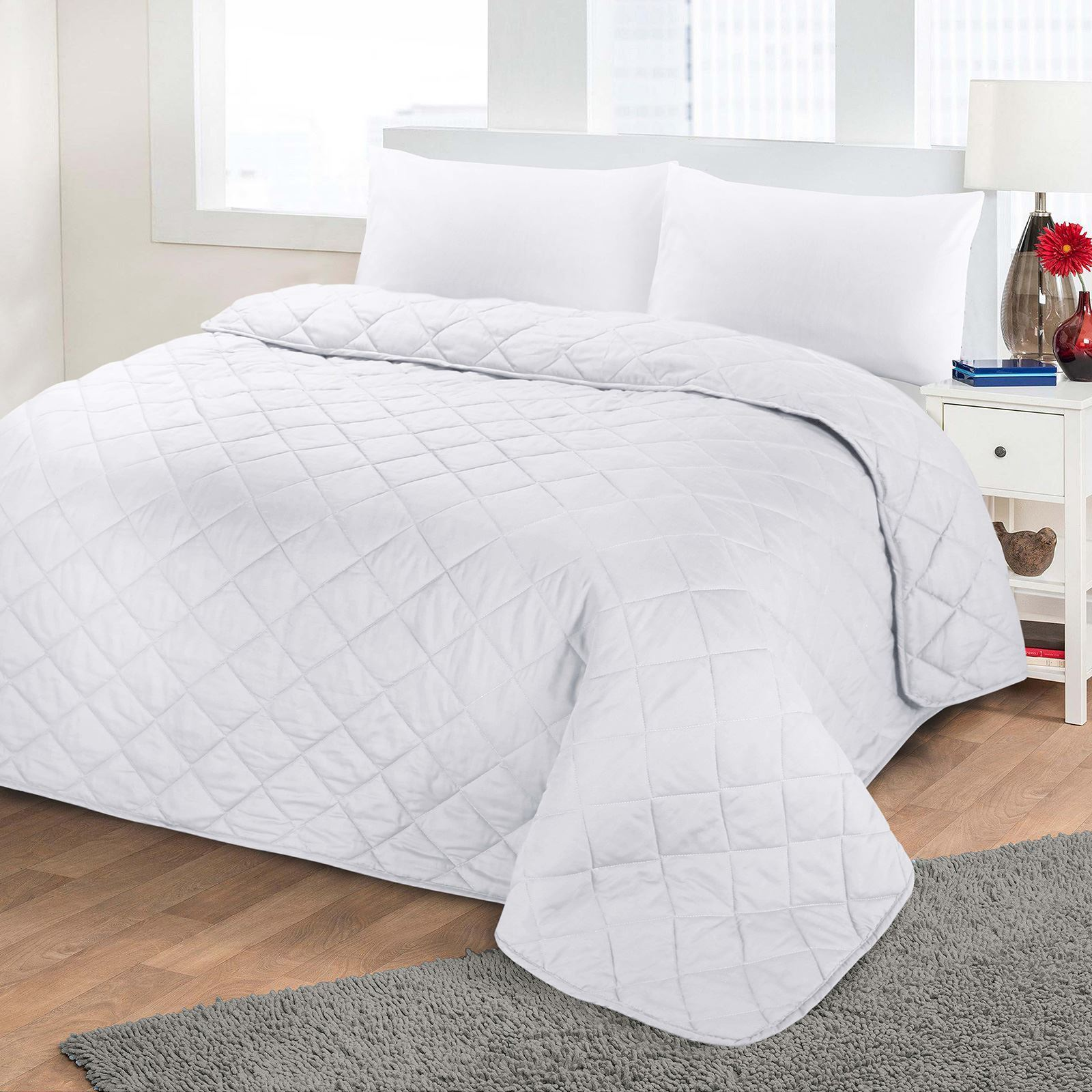 Quilted bedspread on the bed: especially the choice and tailoring do-it-yourself 94