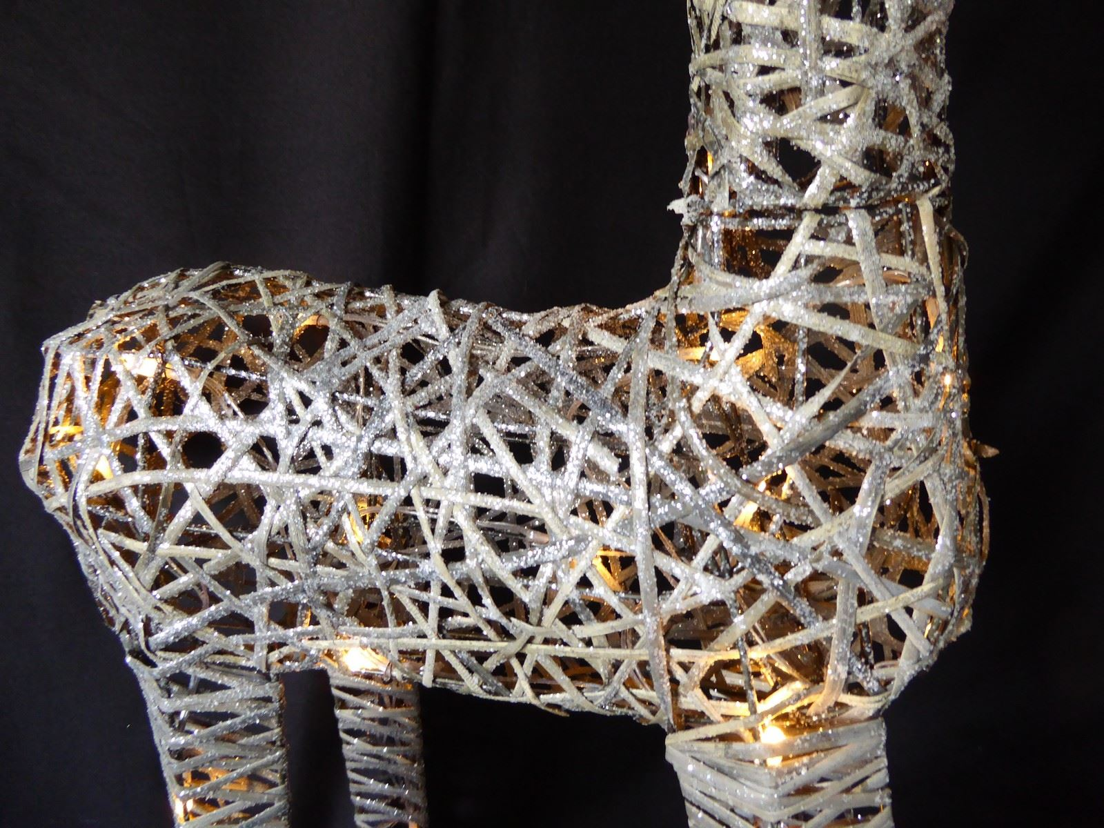Large-Pre-Lit-Christmas-Reindeer-Decoration-Rustic-Rattan-LED-Lights-Indoor thumbnail 54
