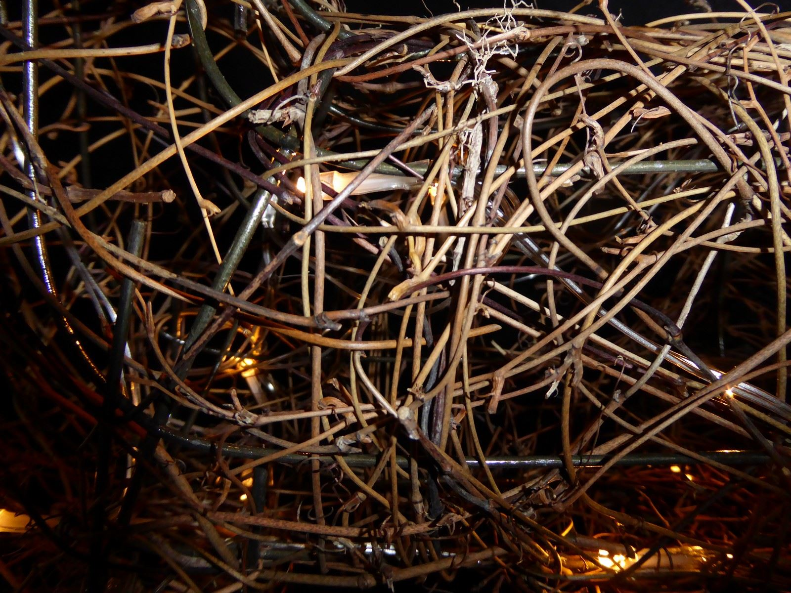 Large-Pre-Lit-Christmas-Reindeer-Decoration-Rustic-Rattan-LED-Lights-Indoor thumbnail 63