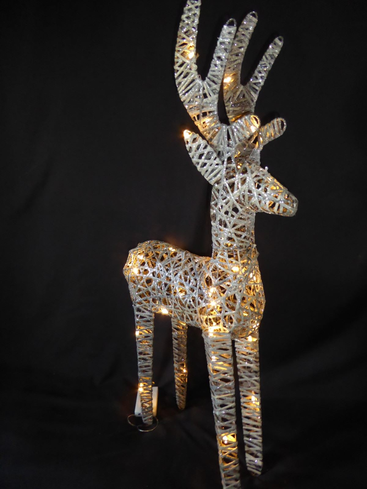 Large-Pre-Lit-Christmas-Reindeer-Decoration-Rustic-Rattan-LED-Lights-Indoor thumbnail 52
