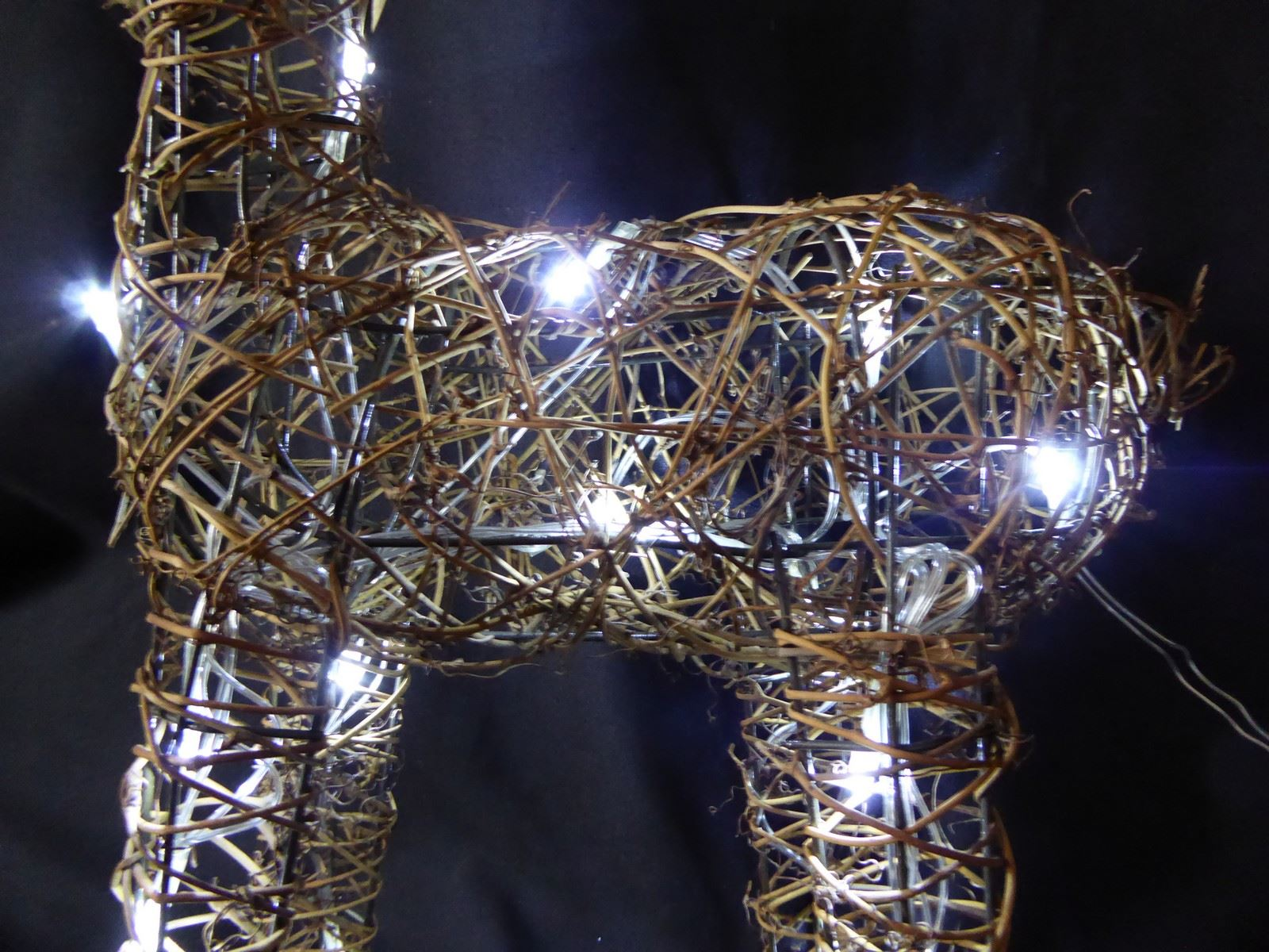 Large-Pre-Lit-Christmas-Reindeer-Decoration-Rustic-Rattan-LED-Lights-Indoor thumbnail 24