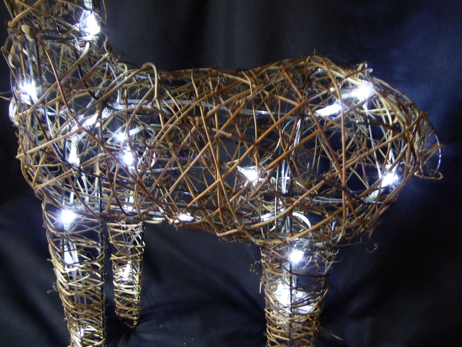 Large-Pre-Lit-Christmas-Reindeer-Decoration-Rustic-Rattan-LED-Lights-Indoor thumbnail 70