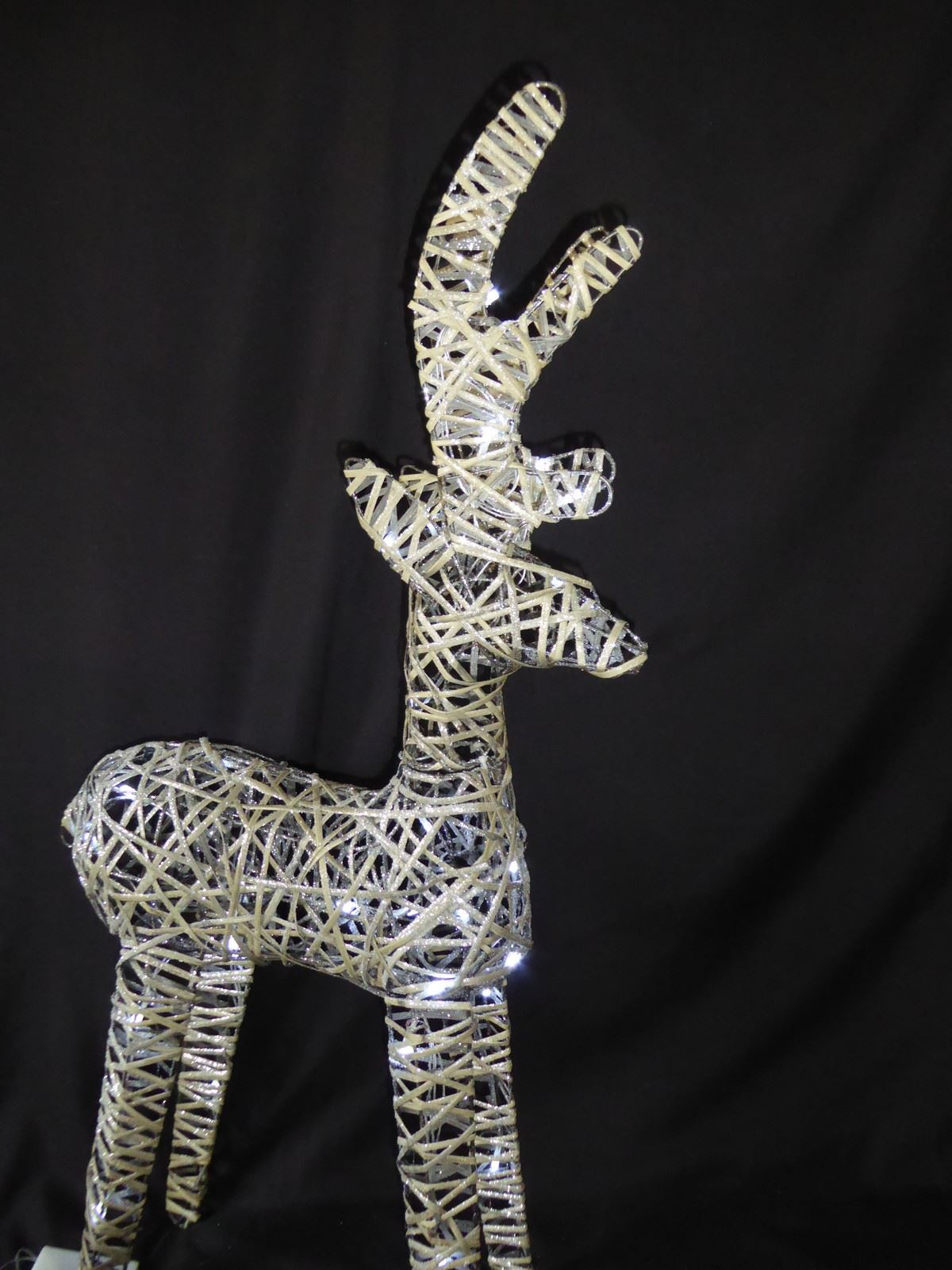 Large-Pre-Lit-Christmas-Reindeer-Decoration-Rustic-Rattan-LED-Lights-Indoor thumbnail 50