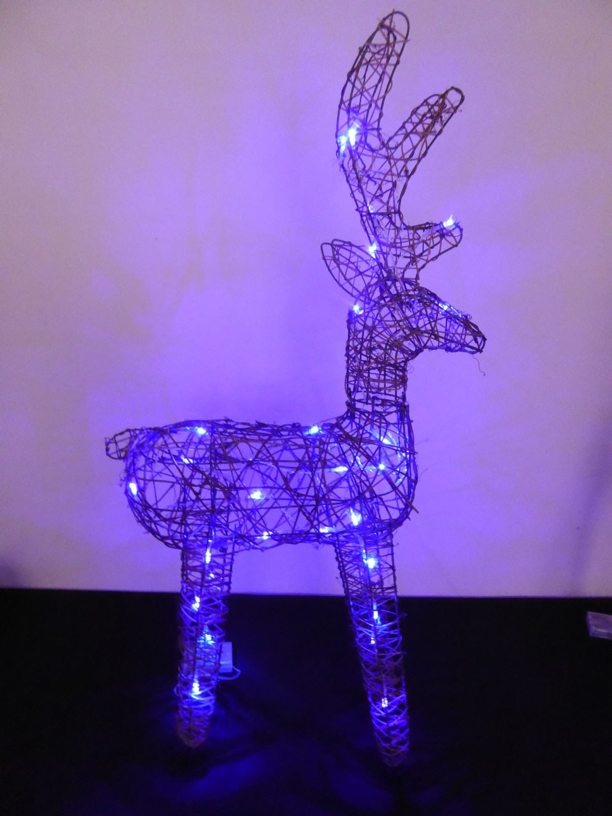 Large-Pre-Lit-Christmas-Reindeer-Decoration-Rustic-Rattan-LED-Lights-Indoor thumbnail 61