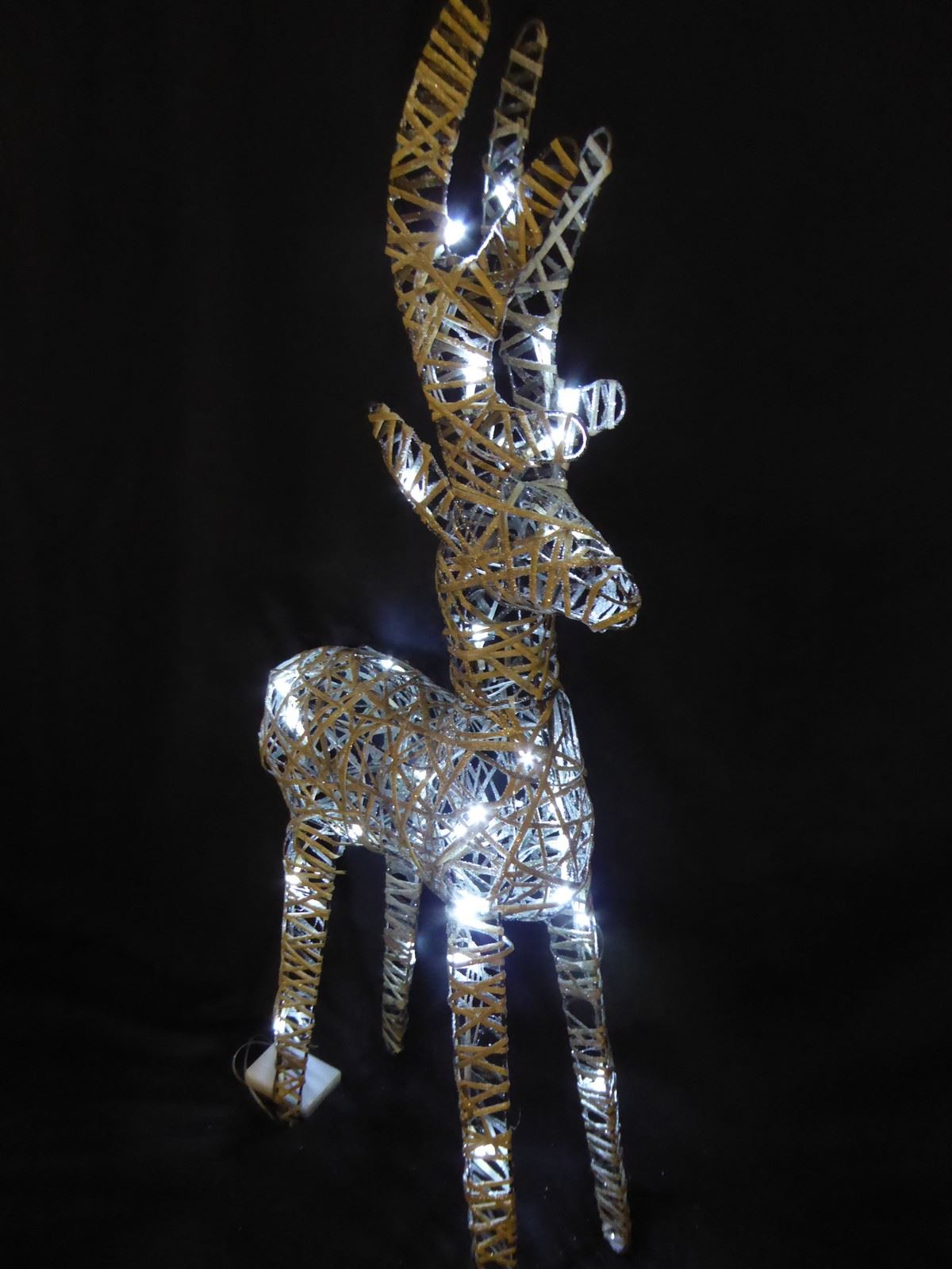 Large-Pre-Lit-Christmas-Reindeer-Decoration-Rustic-Rattan-LED-Lights-Indoor thumbnail 44